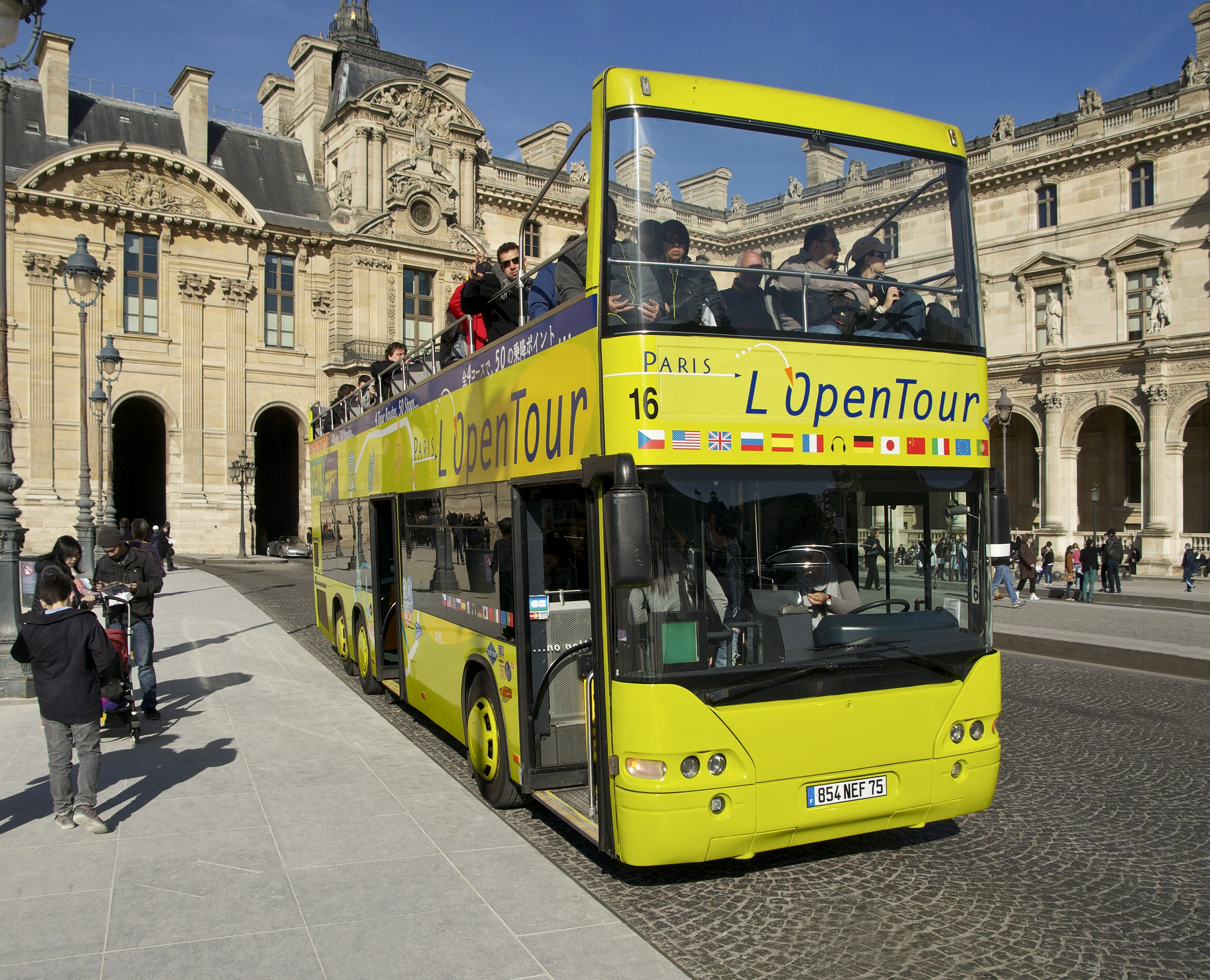 file bus touristes louvre wikimedia commons. Black Bedroom Furniture Sets. Home Design Ideas