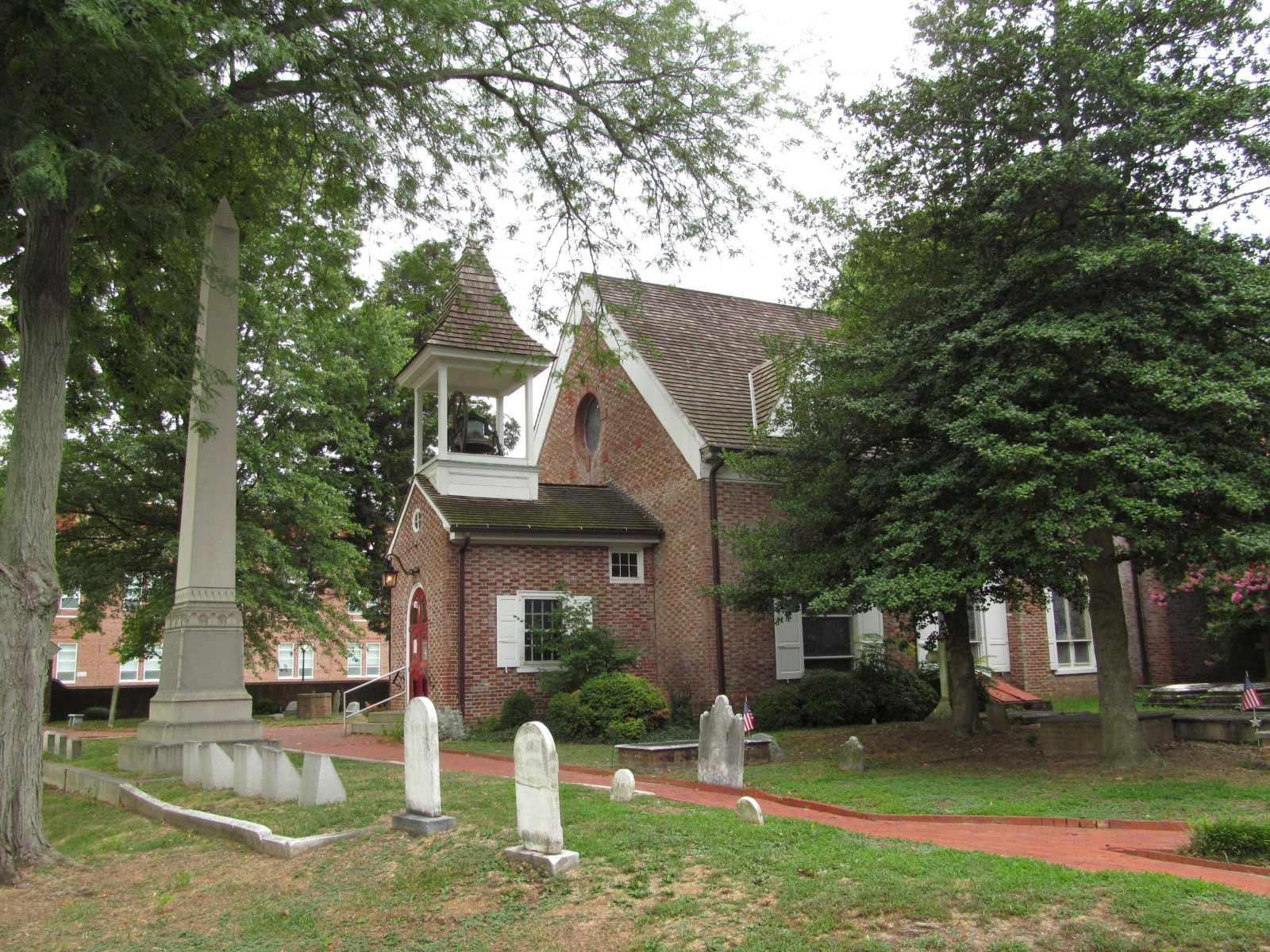 Christ_Church_%28Dover%2C_Delaware%29_west_entrance_and_bell_tower.JPG