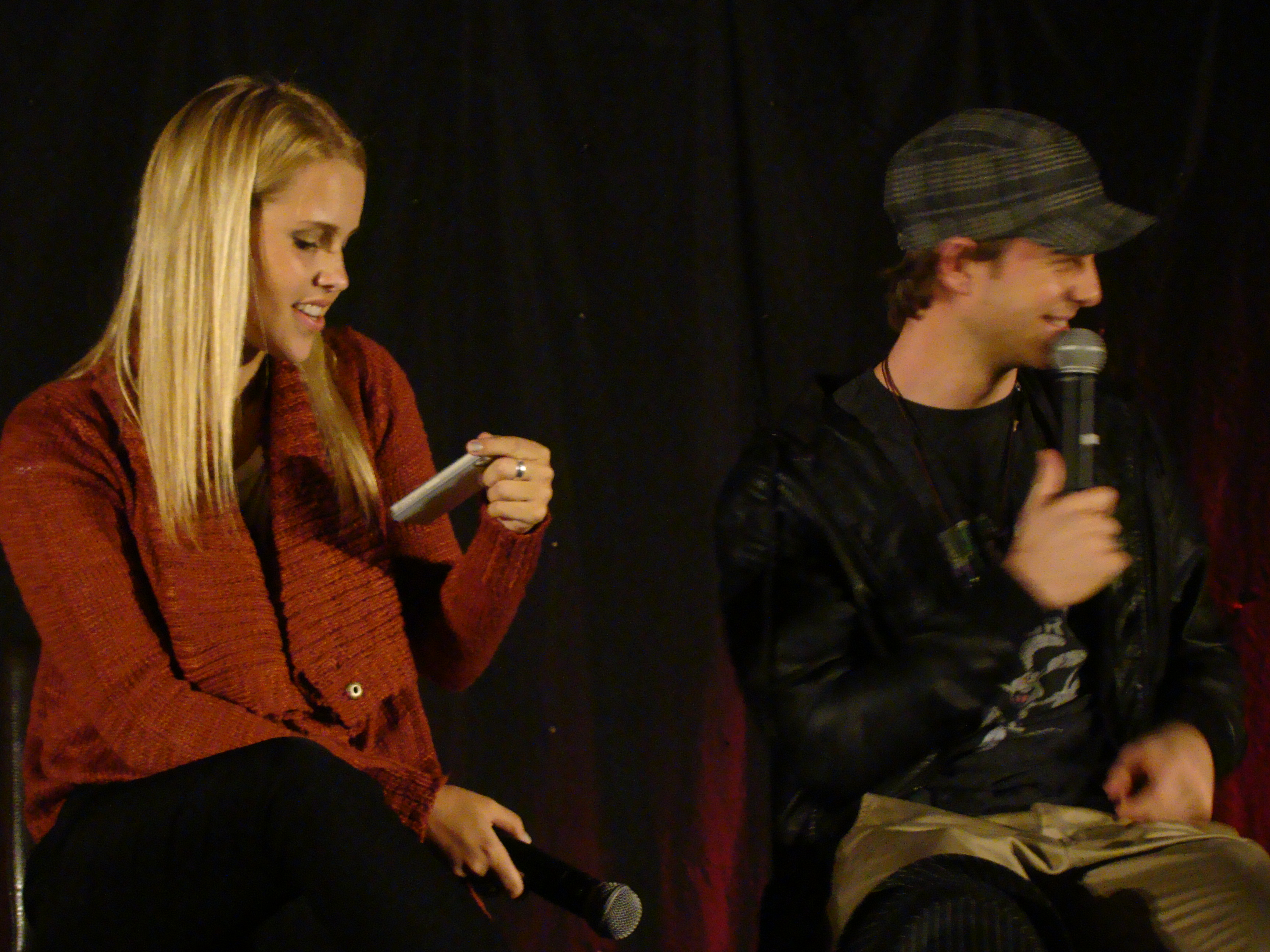 http://upload.wikimedia.org/wikipedia/commons/2/2e/Claire_Holt_%26_Nate_Buzolic_(7446299824).jpg