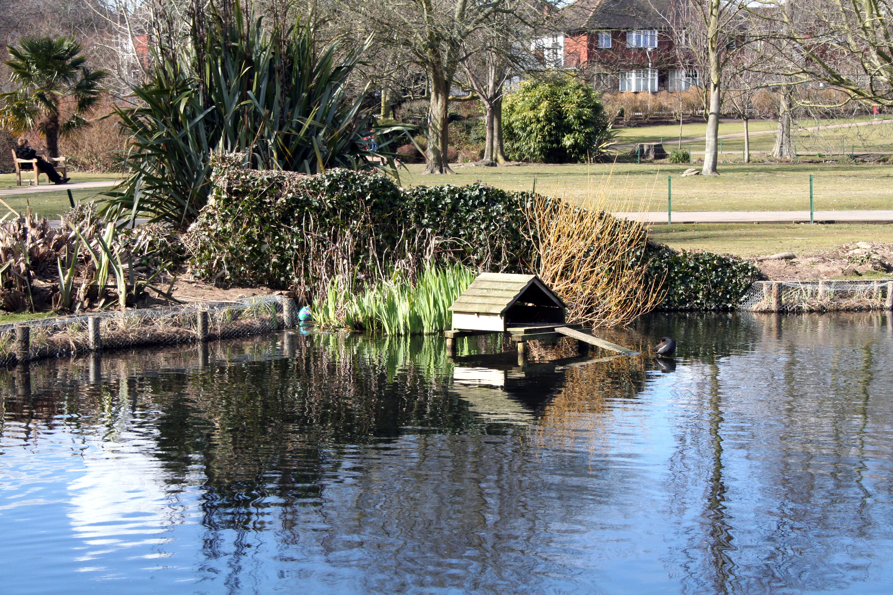 File croydon duck house at waddon ponds for Duck house size
