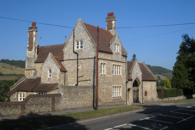 Dorking Cemetery Lodge, Reigate Road - geograph.org.uk - 1509788