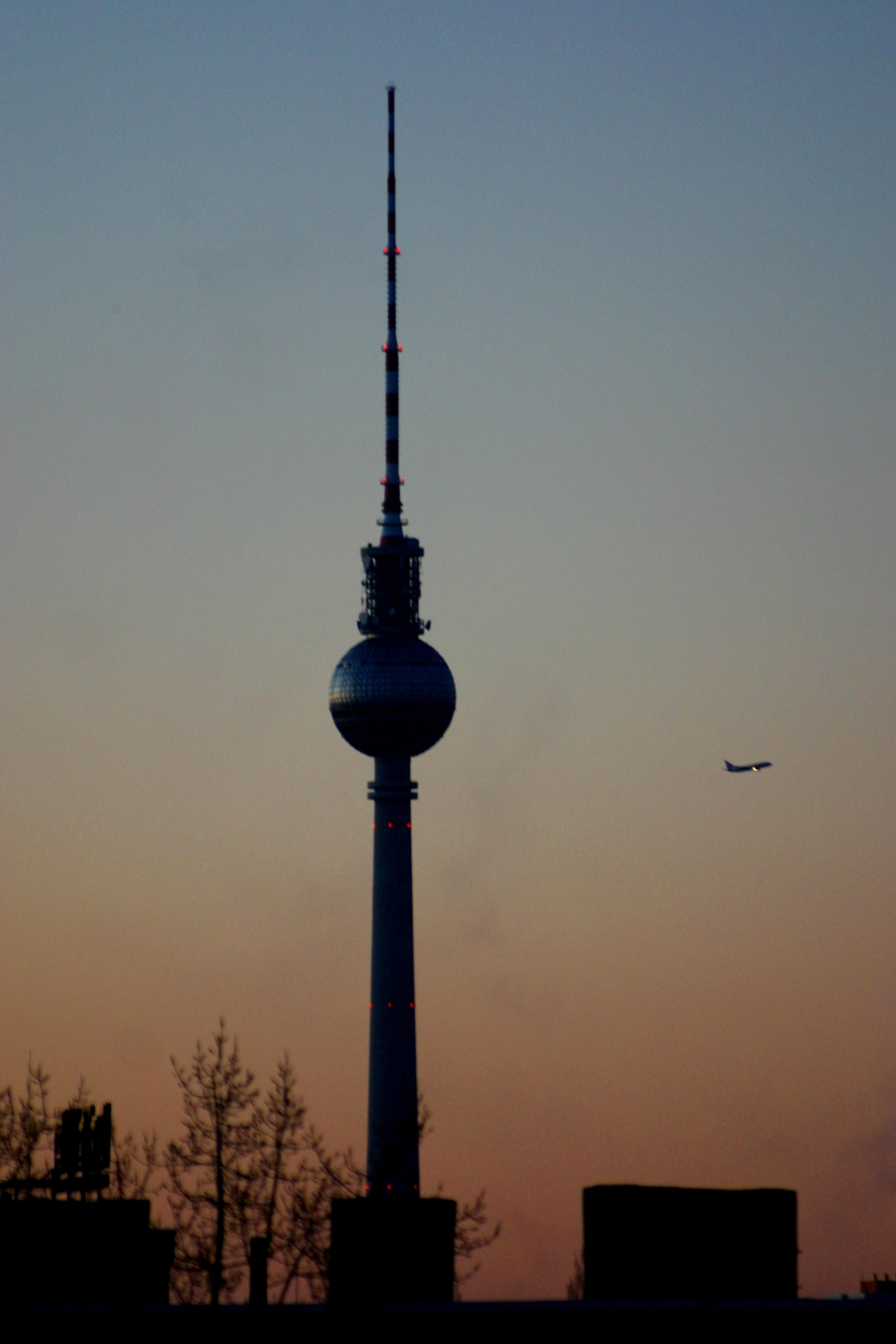 file fernsehturm berlin dusk jpg wikimedia commons. Black Bedroom Furniture Sets. Home Design Ideas