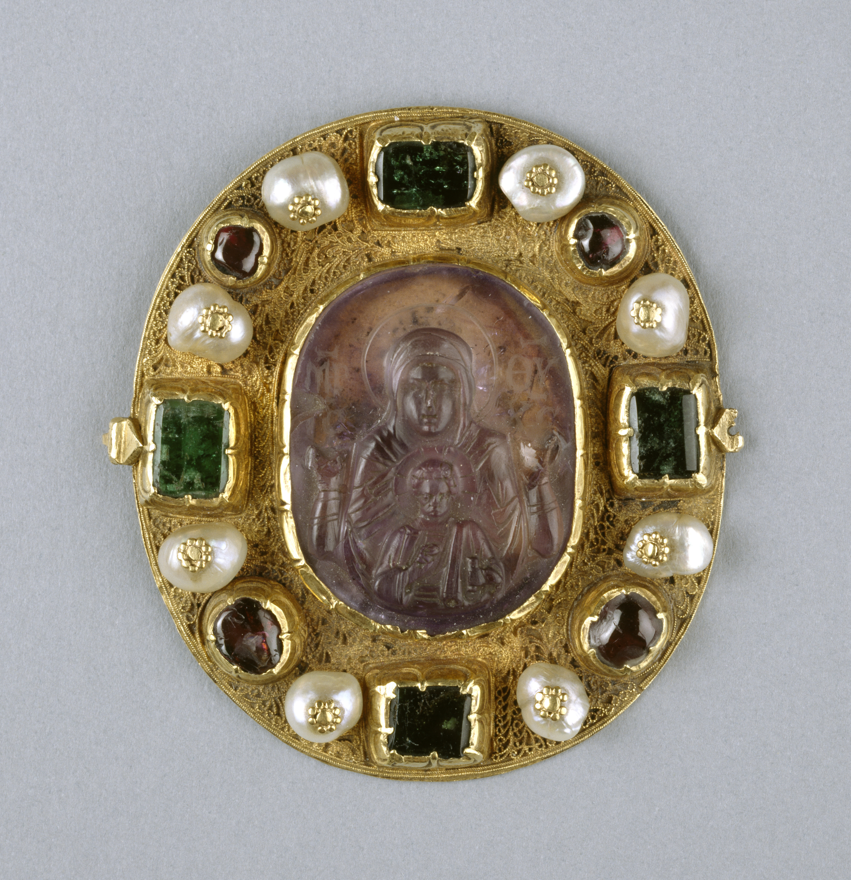 Filegreek reliquary pendant with virgin and child walters filegreek reliquary pendant with virgin and child walters 571511 2 mozeypictures Images