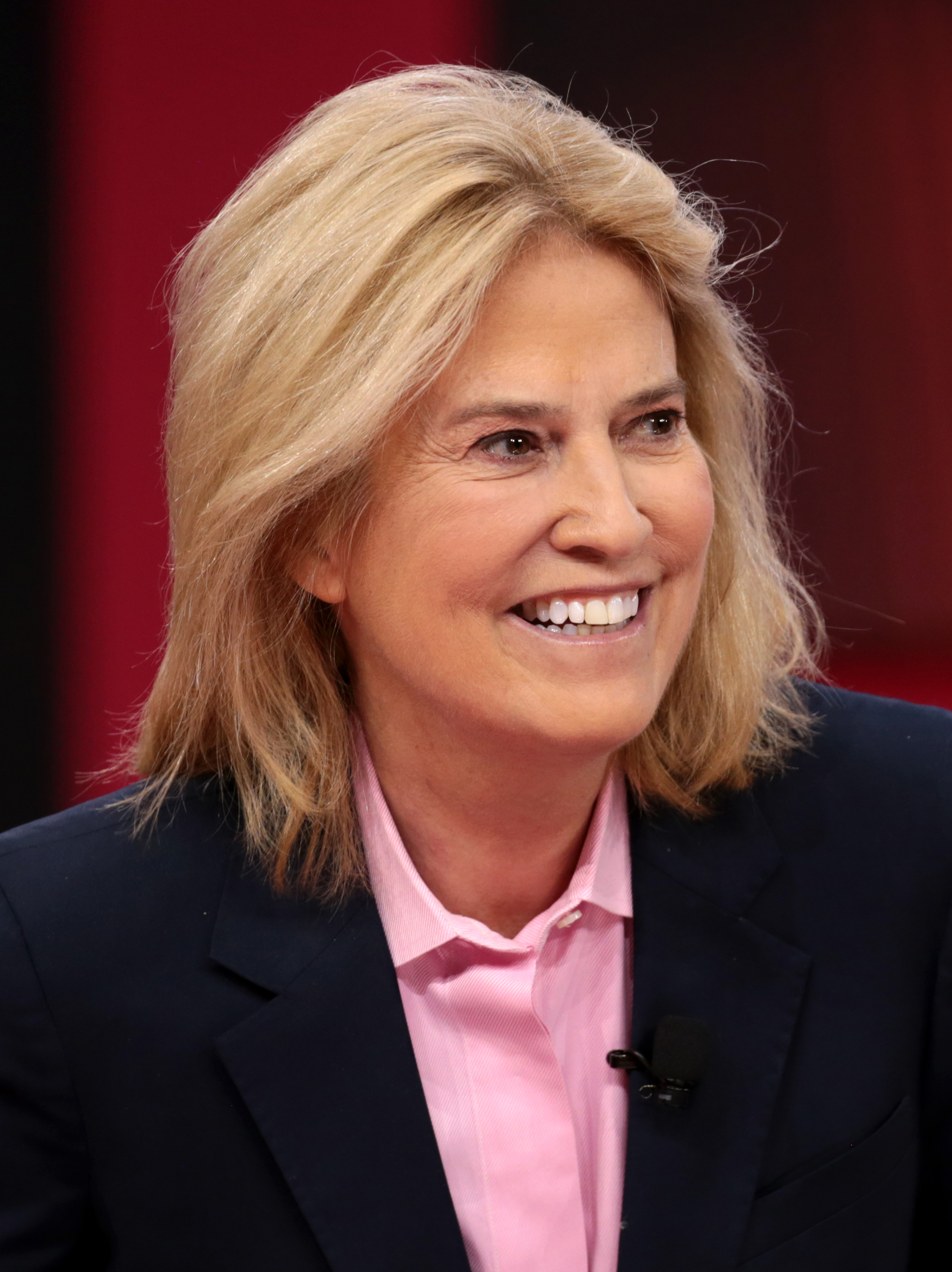 The 64-year old daughter of father (?) and mother(?) Greta Van Susteren in 2018 photo. Greta Van Susteren earned a  million dollar salary - leaving the net worth at 35 million in 2018