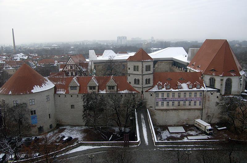 http://upload.wikimedia.org/wikipedia/commons/2/2e/HalleMoritzburgEastSide.jpg