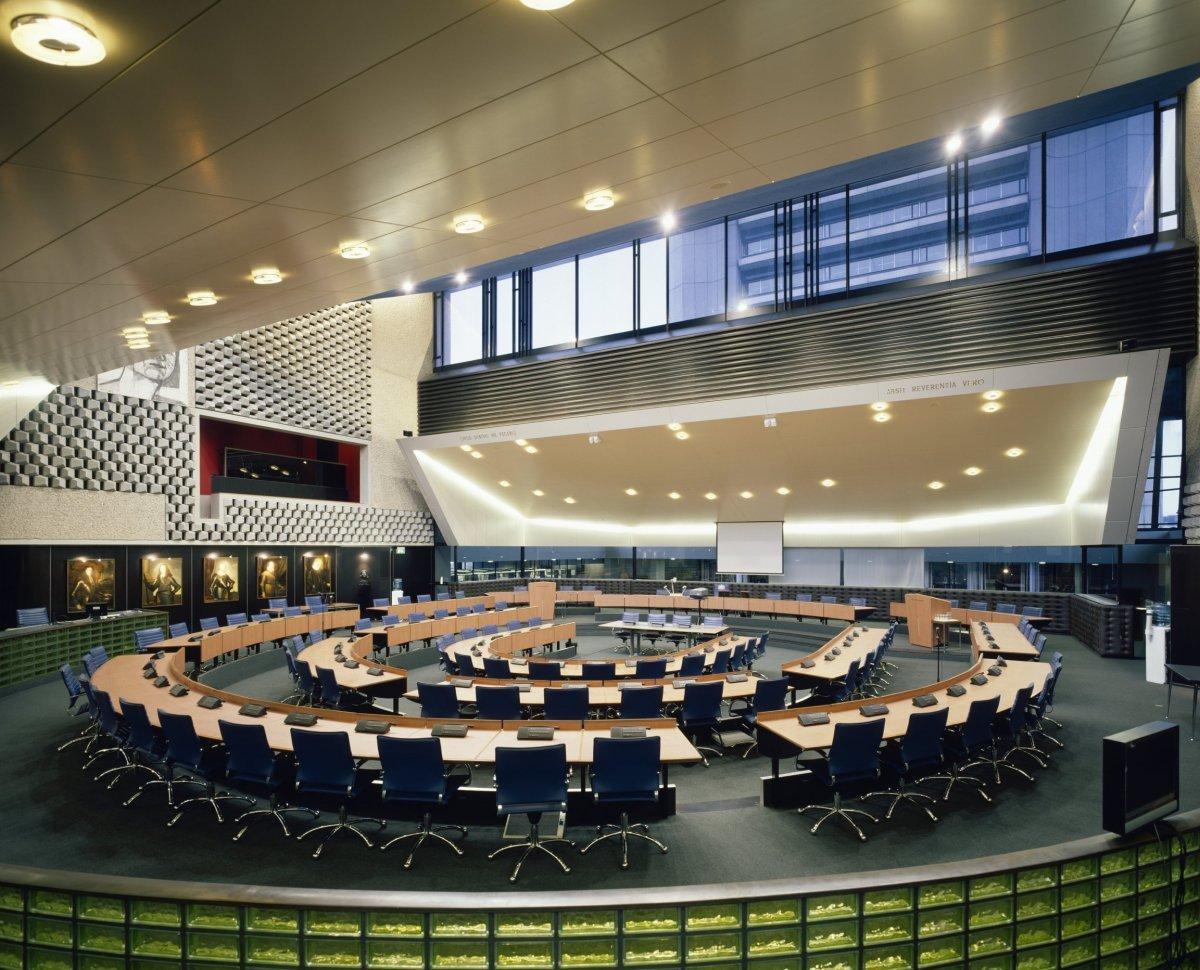 File interieur overzicht van de raadzaal 39 s for Interieur haarlem