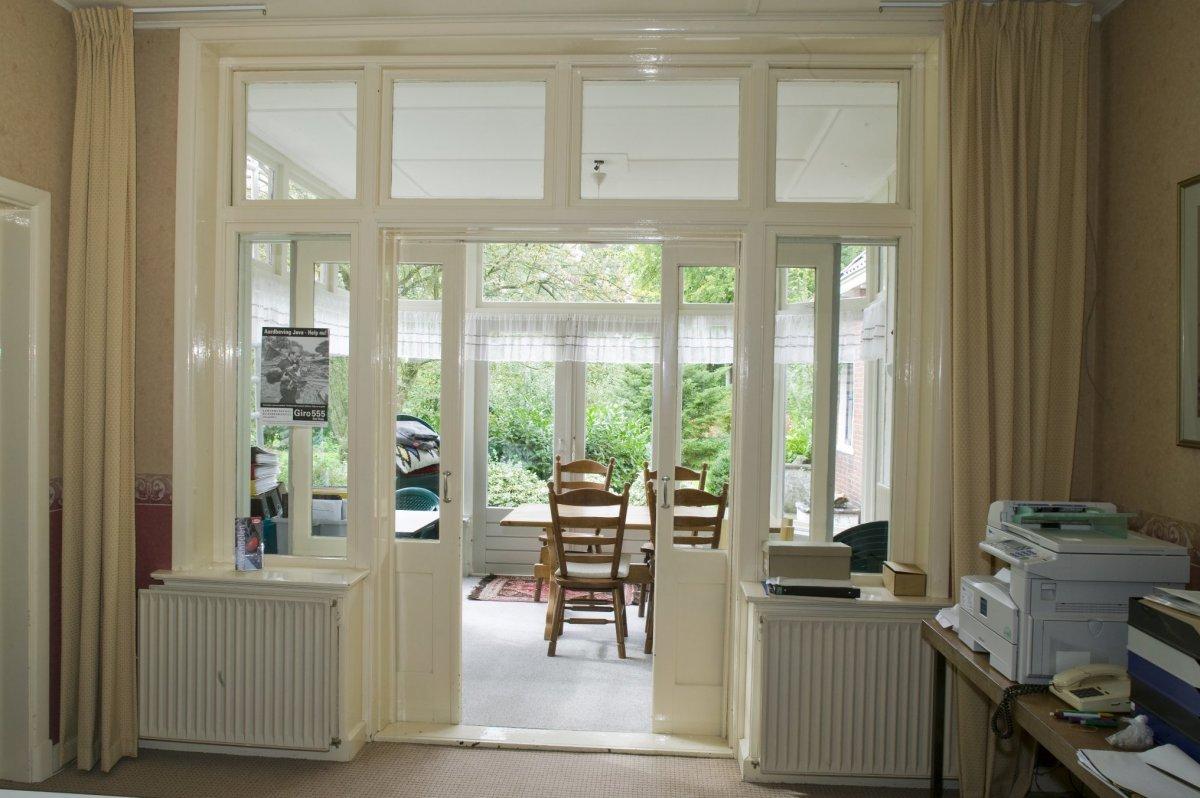 file interieur zicht op de serre van de pastorie zuidhorn 20414415 wikimedia. Black Bedroom Furniture Sets. Home Design Ideas