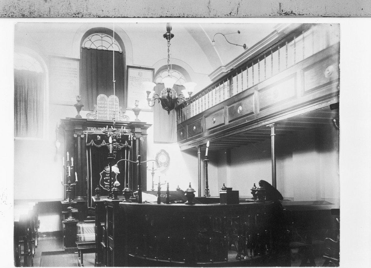 File:Interieur van de voormalige synagoge te Sittard met biema ...