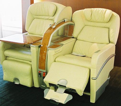 First Class Services First In Class: Vliegtuigstoel