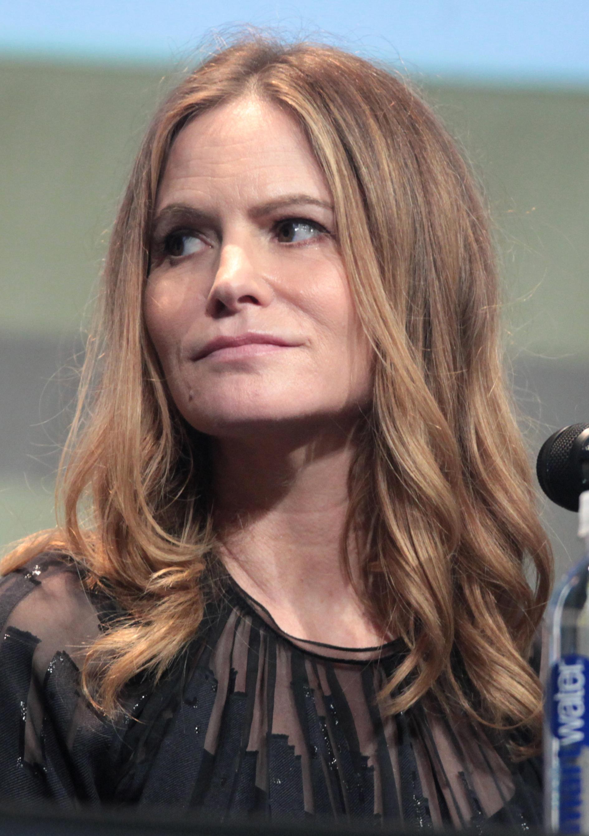 Depiction of Jennifer Jason Leigh