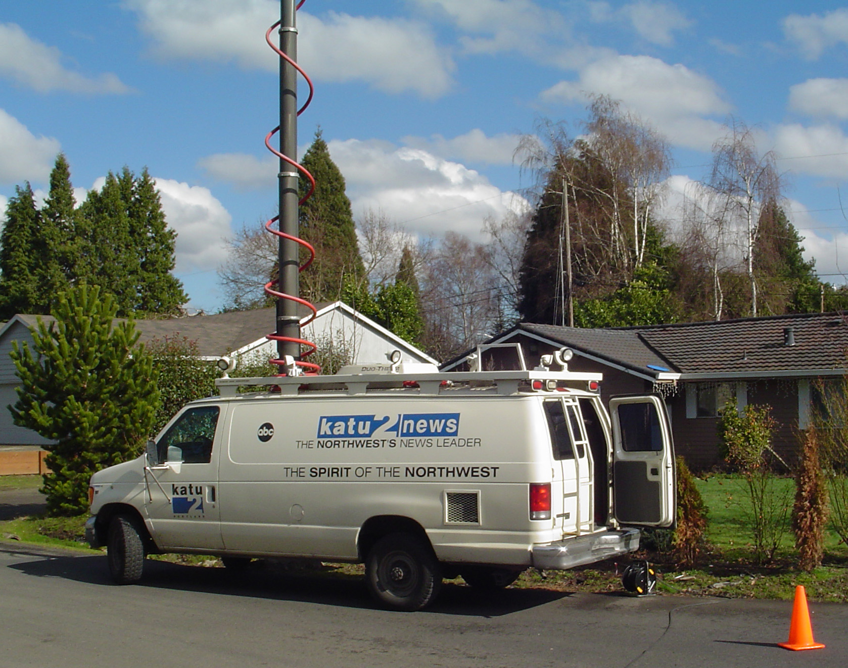 File:KATU Channel 2 News van jpg - Wikimedia Commons