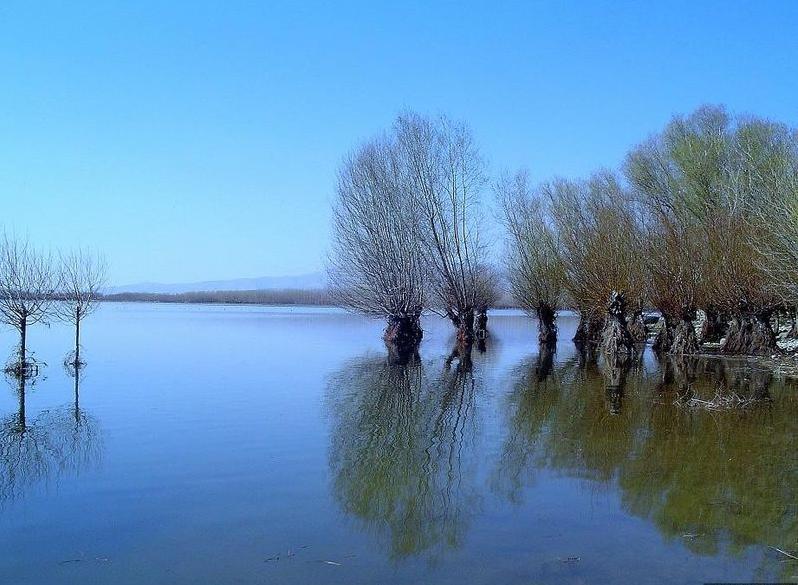 File:Lake Isikli Civril DenizliProvince Turkey.jpg - Wikimedia Commons