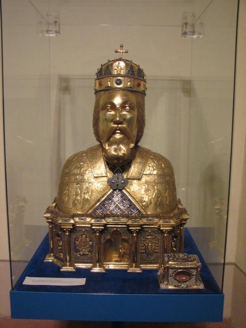 Den hellige Ladislas, bysterelikvar i gull med et stykke av kongens hodeskalle. Laget i 1892 av den ungarske gullsmeden Fülöp Link