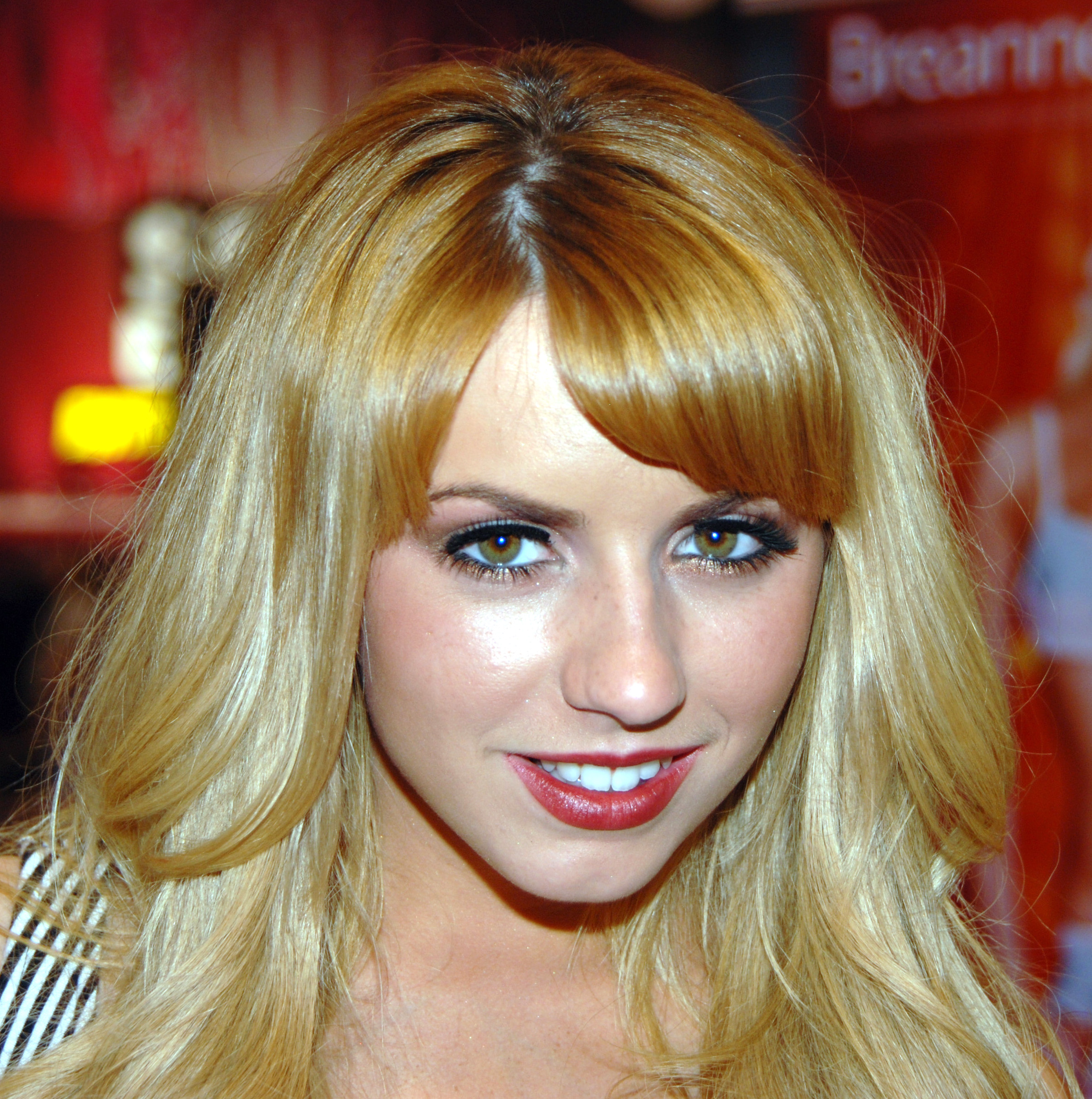 Description Lexi Belle Exxxotica Miami Beach 1 adjusted.jpg