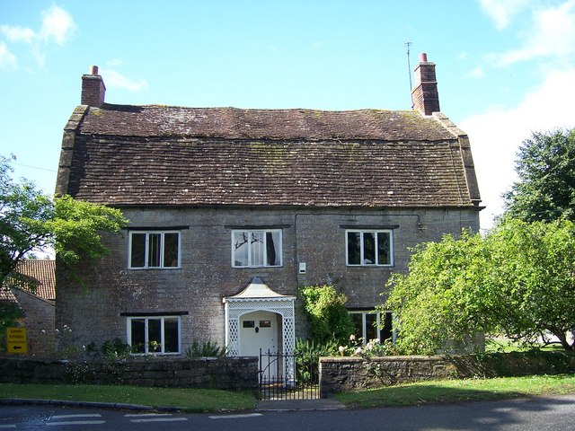 File mansard roof house langport somerset for What is a mansard roof