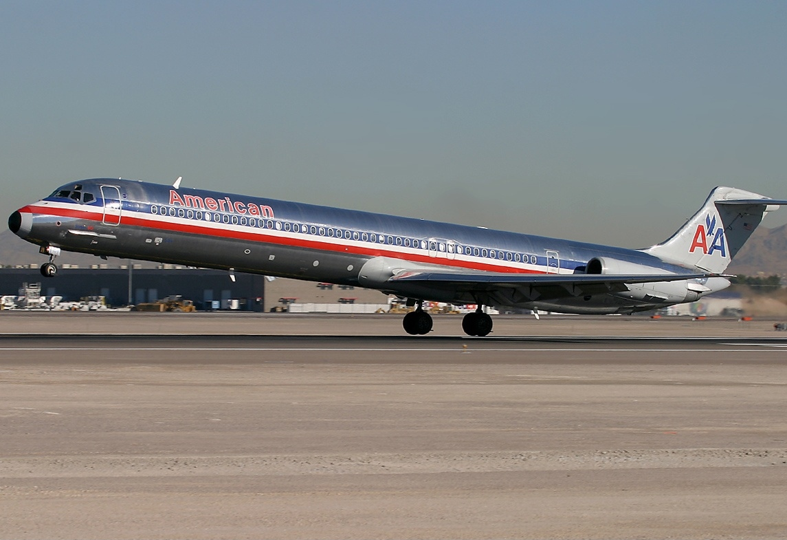 File mcdonnell douglas md 82 dc 9 82 american airlines for American airlines plane types