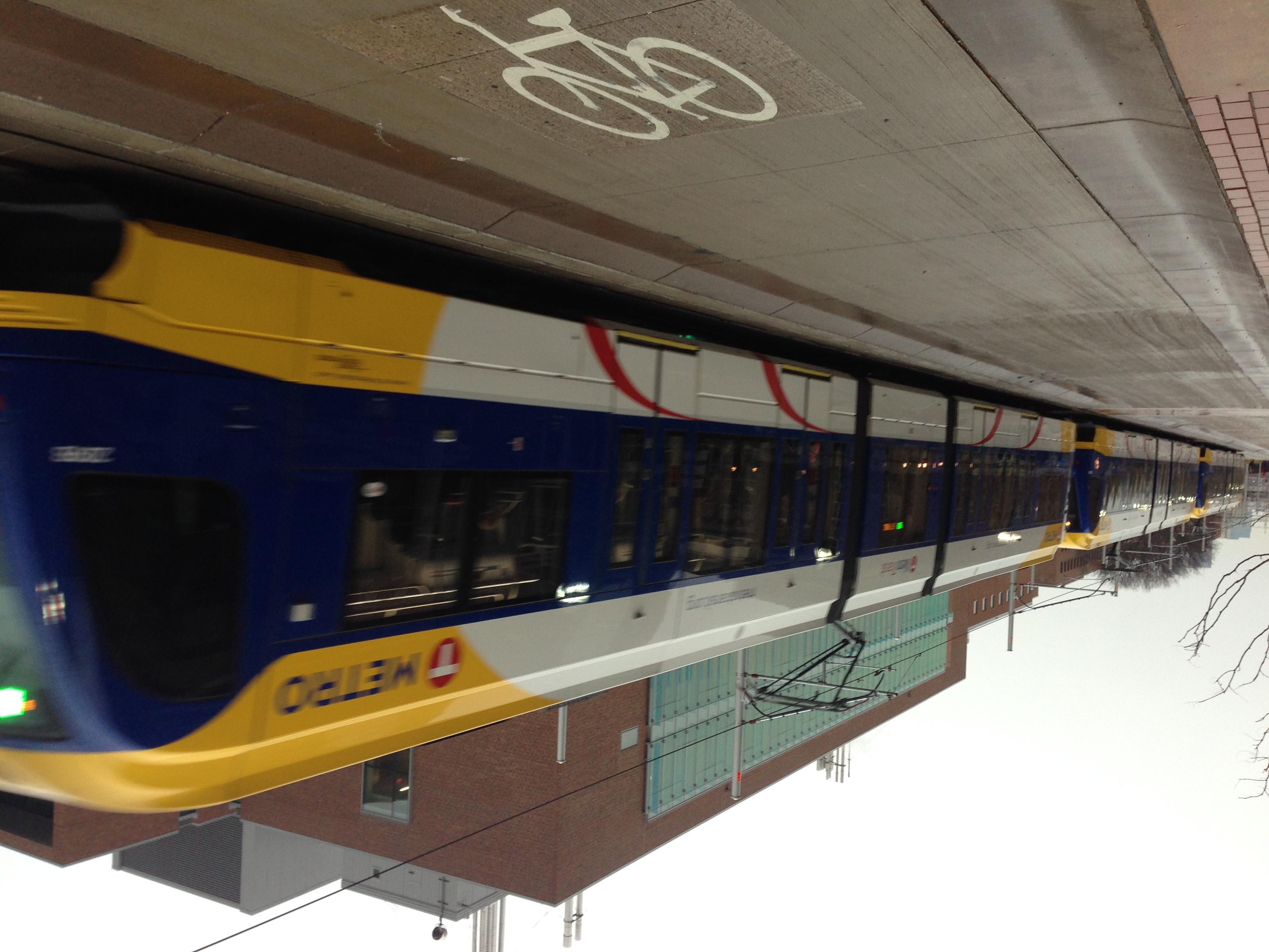File:Metro Green Line near East Bank station.jpg - Wikimedia Commons