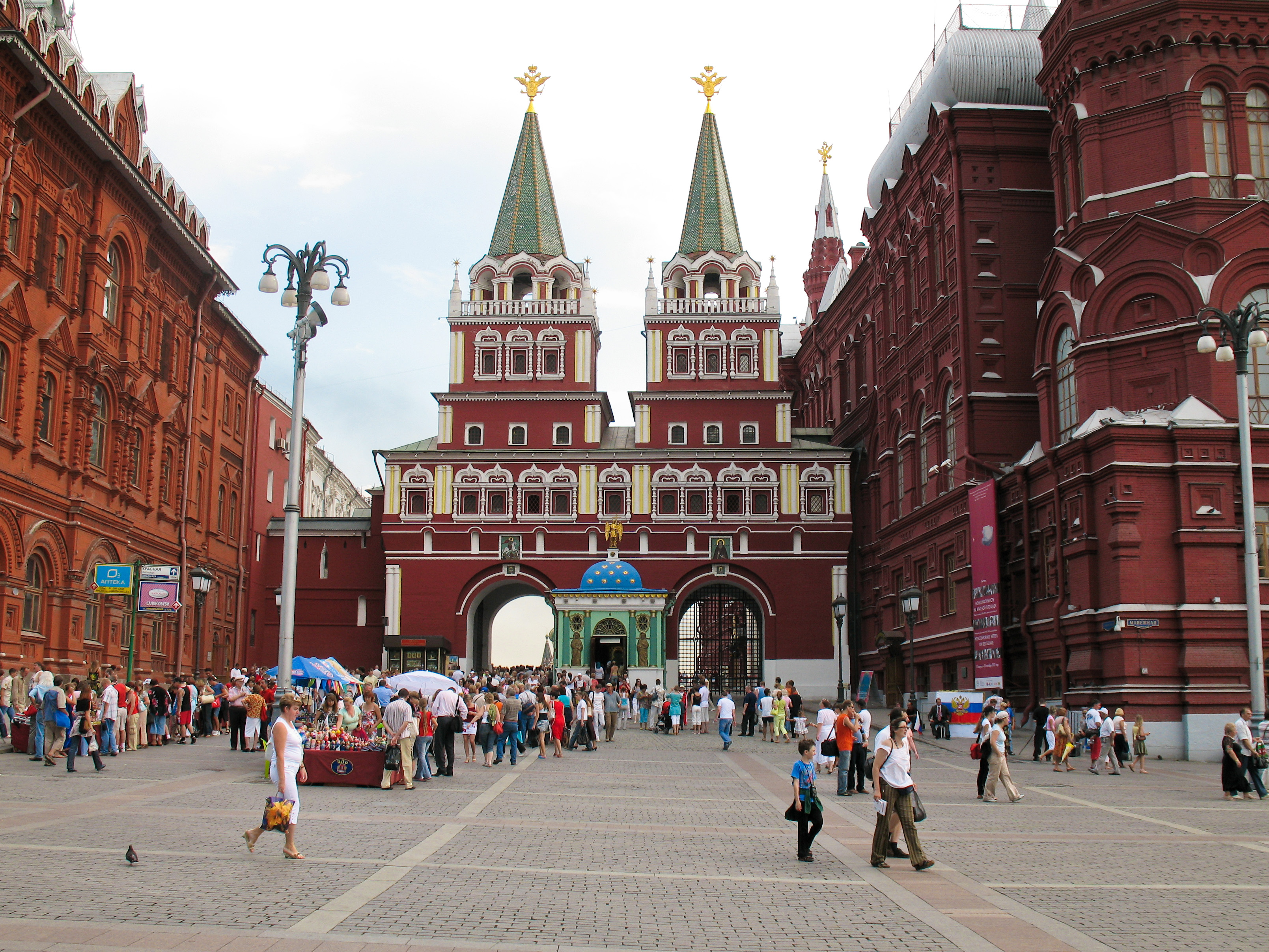 Description moscow entrance of red square