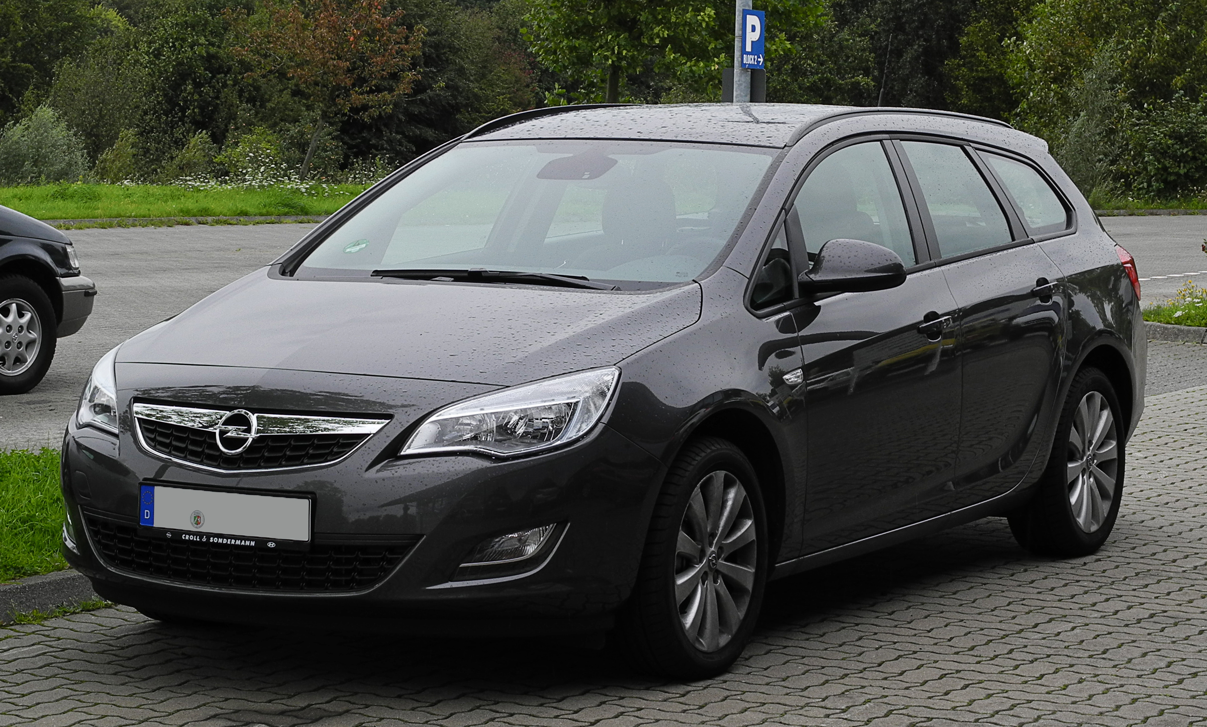 file opel astra sports tourer edition j frontansicht 28 august 2011. Black Bedroom Furniture Sets. Home Design Ideas