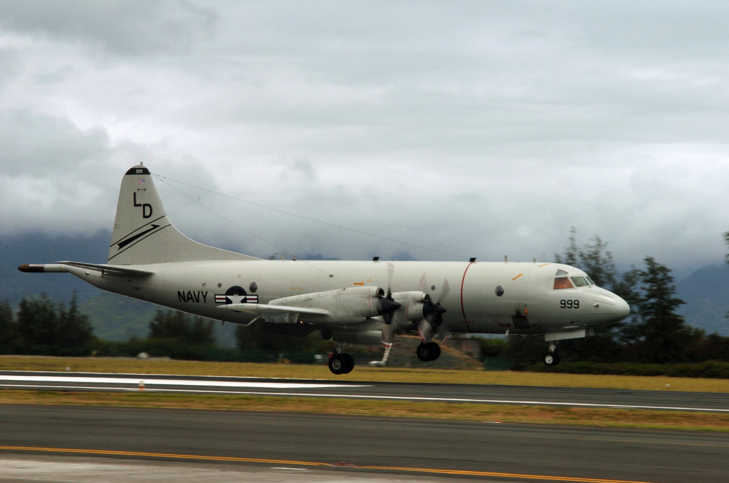 File:P-3C VP-8 landing at MCAS Kaneohe Bay 2006.jpg ...