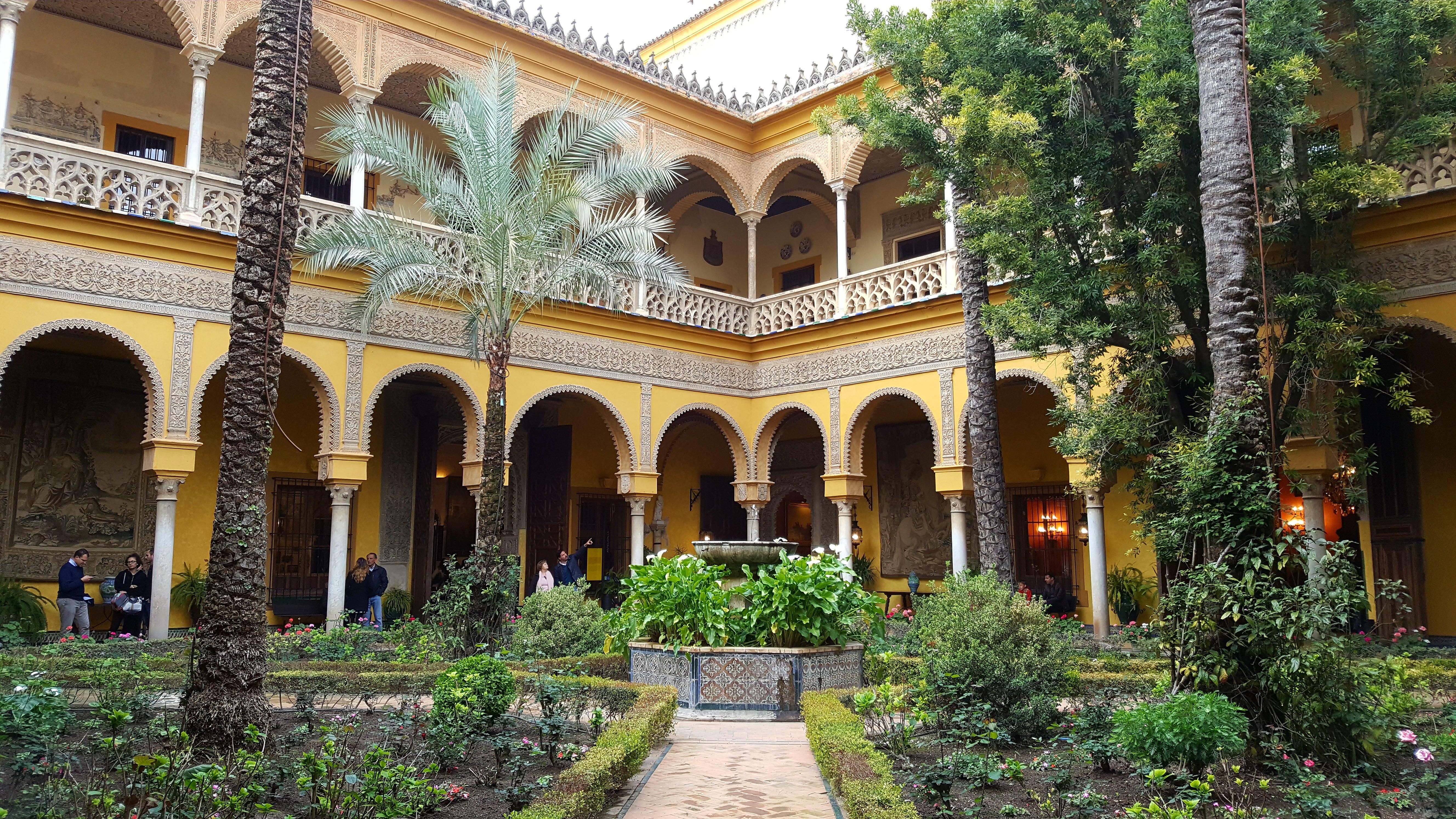 Patio Principal - Palacio de las Dueñas.jpg