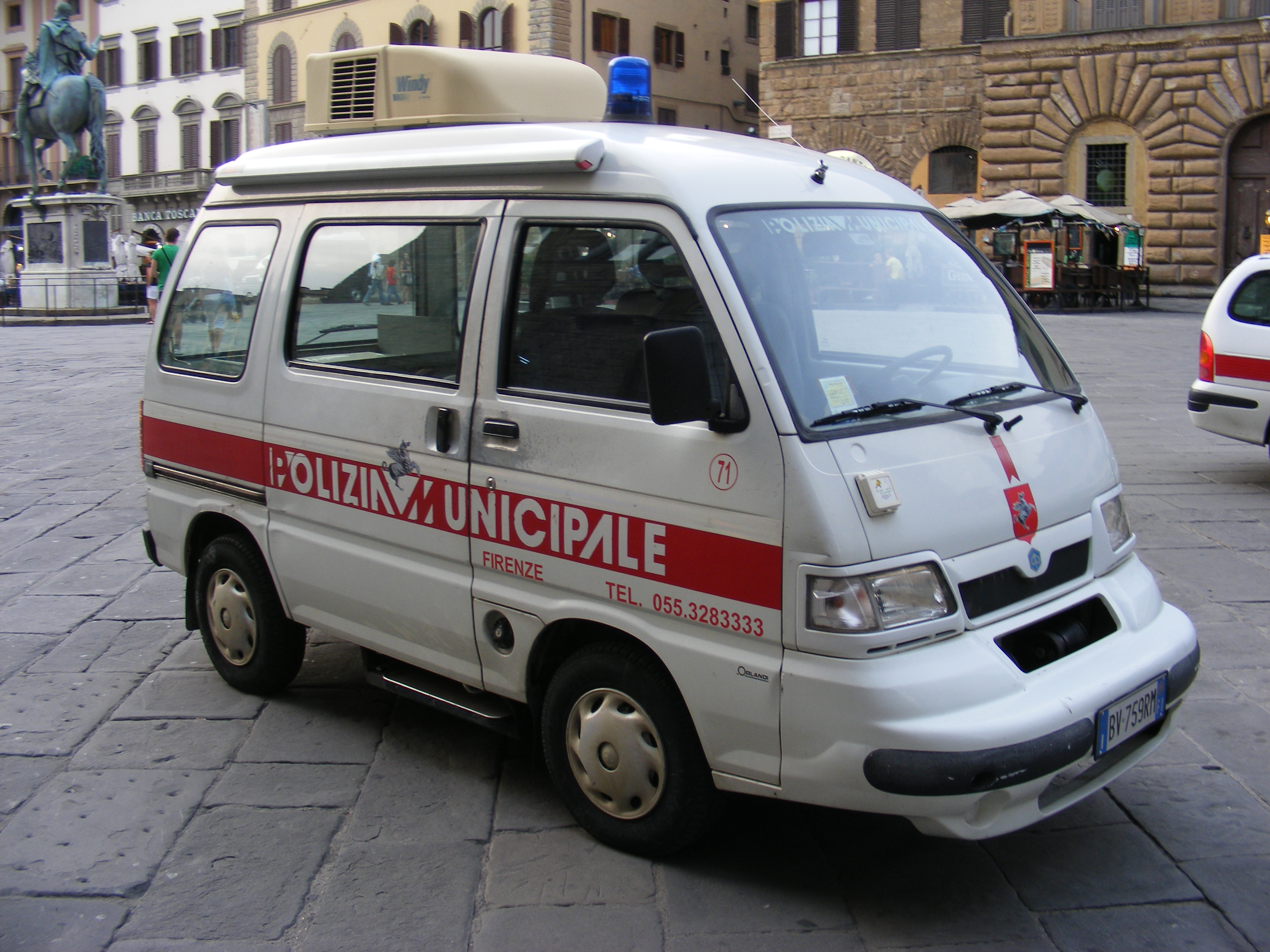 File:Patrol car of Polizia Municipale di Firenze (Piaggio Porter ...