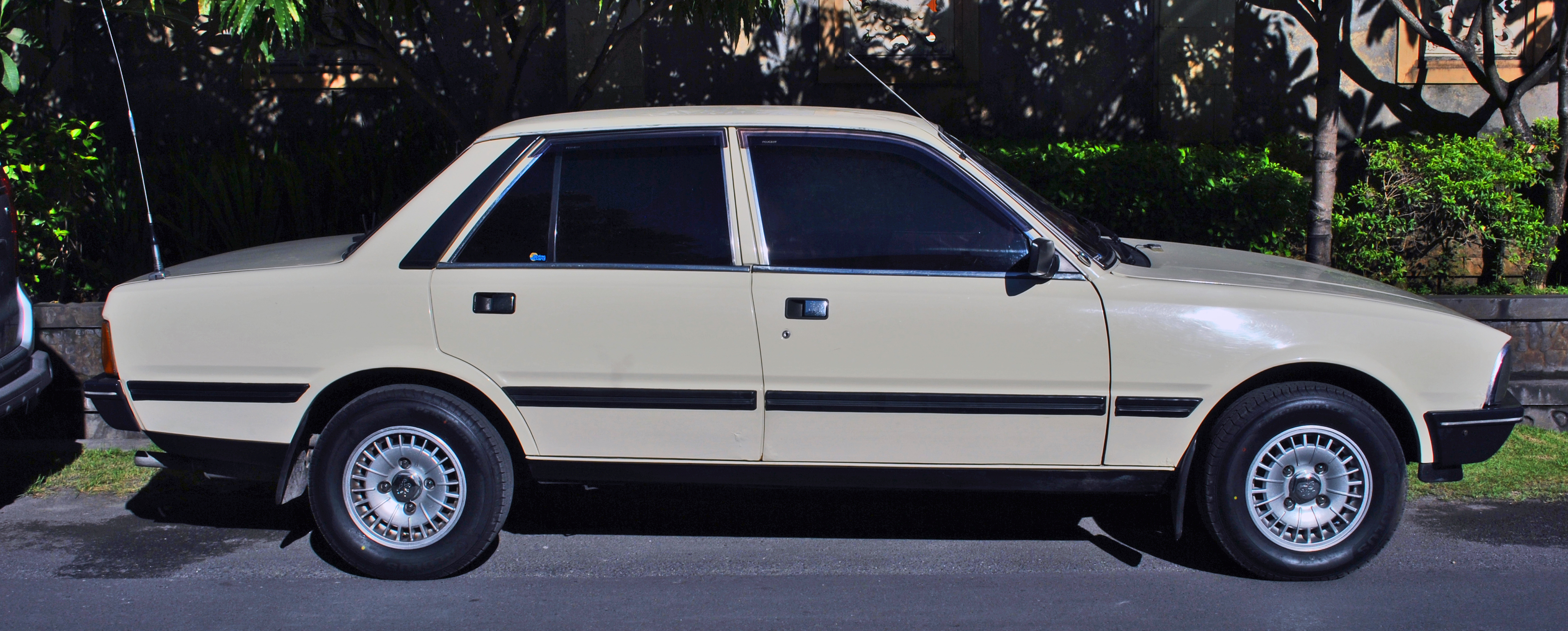 file:peugeot 505 gr profile, denpasar - wikimedia commons