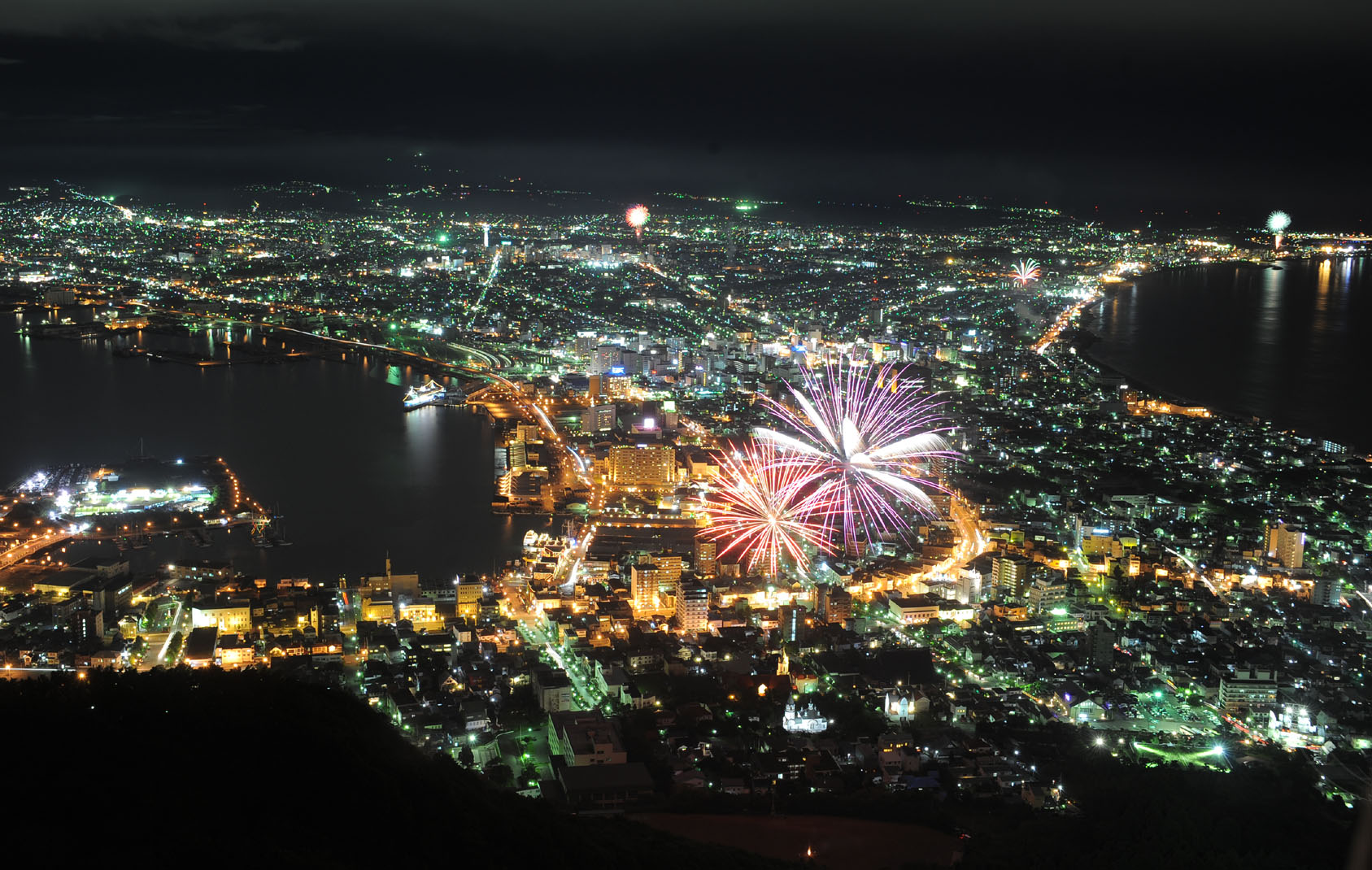 Hakodate Japan  city pictures gallery : Description Play of fireworks and night scenes in Hakodate