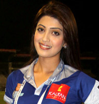 Pranitha at CCL 3's Chennai Rhinos Vs Karnataka Bulldozers match (cropped 2).jpg