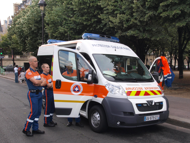file protection civile de paris ambulance premier secours pic1 jpg wikimedia commons. Black Bedroom Furniture Sets. Home Design Ideas