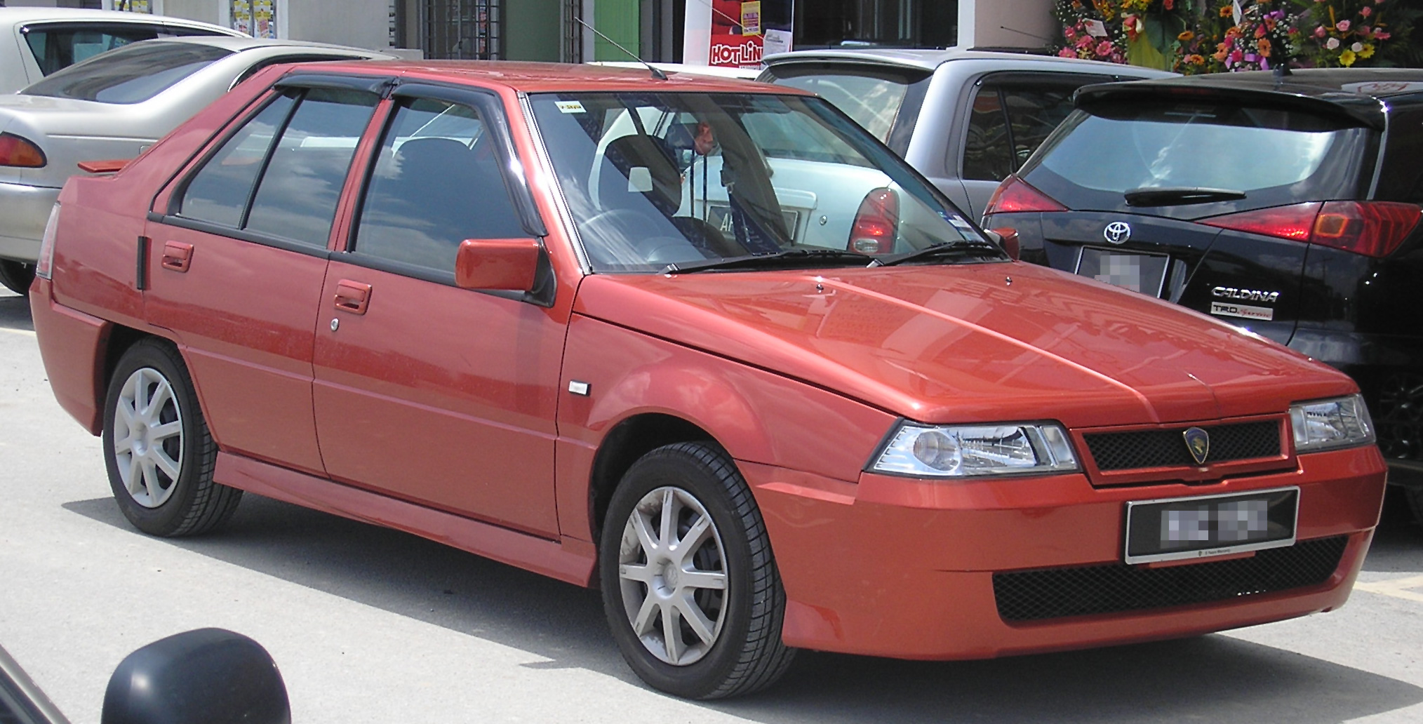 (IMG:http://upload.wikimedia.org/wikipedia/commons/2/2e/Proton_Saga_%28re-release%3B_third_facelift%29_%28front%29%2C_Serdang.jpg)
