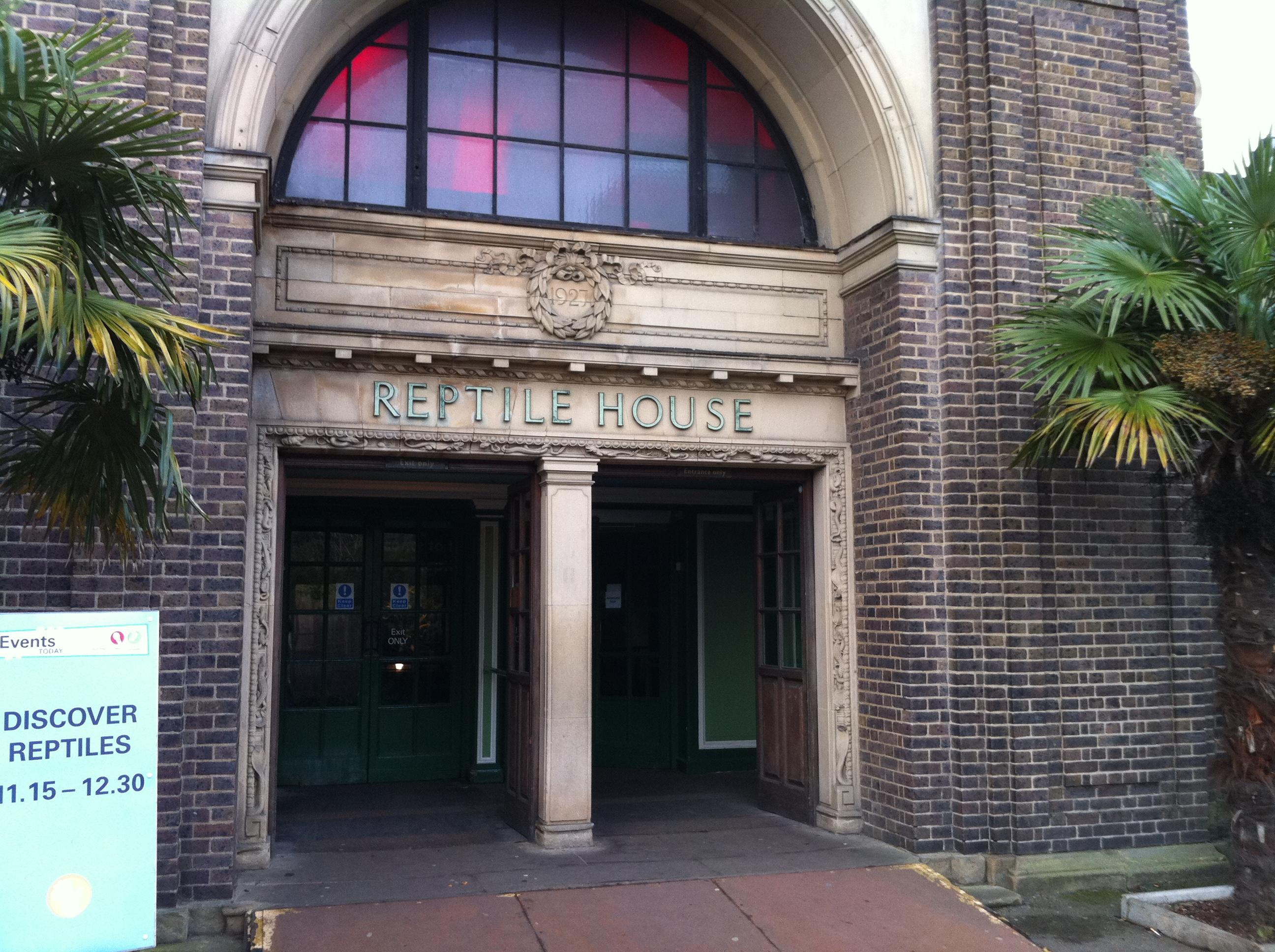 File Reptile House Entrance London Zoo England 1jan2011