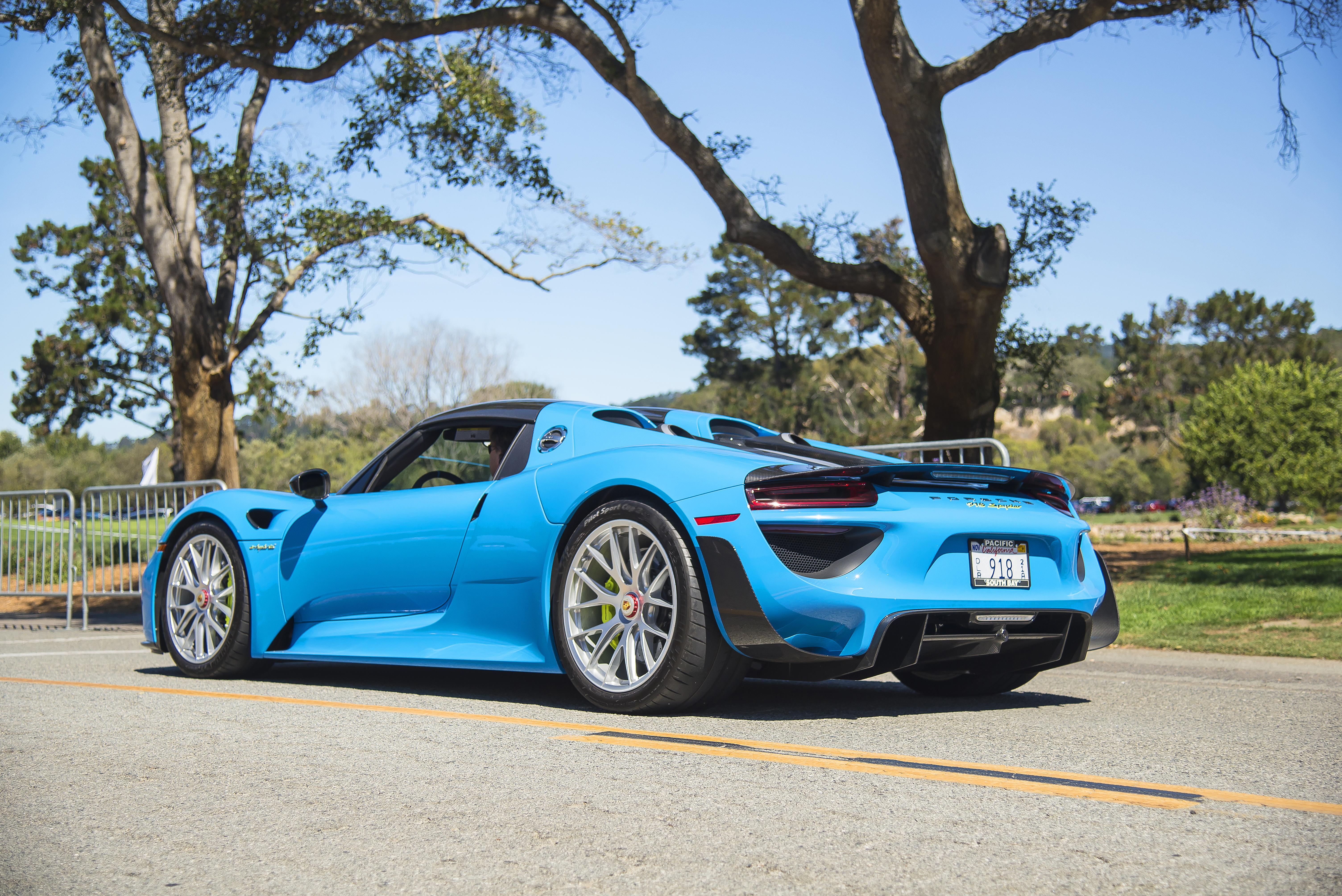 File:Riviera Blue Porsche 918 with Weissach Package (20812488212 ...