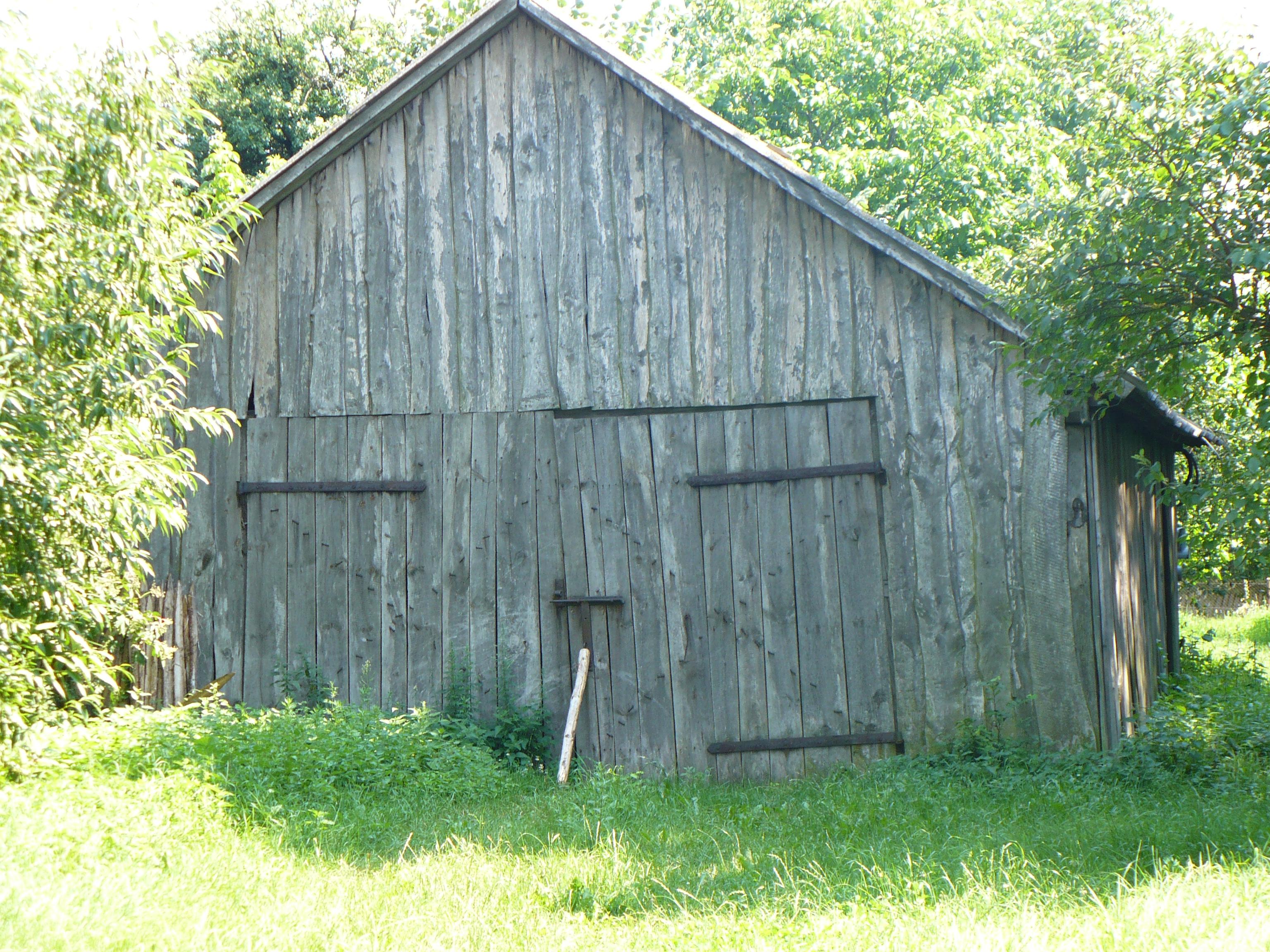 File Rostki Old Wood Barn Jpg Wikimedia Commons
