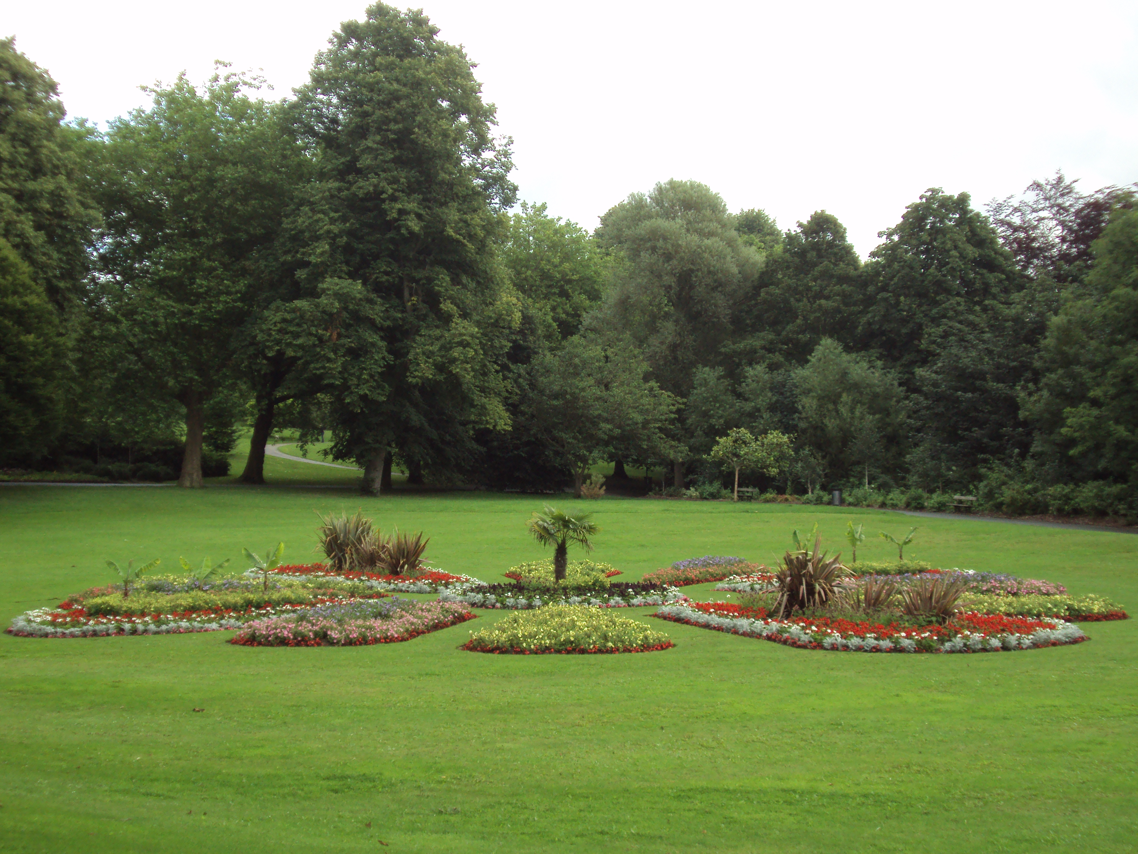 File:Roundhay Park, Le...