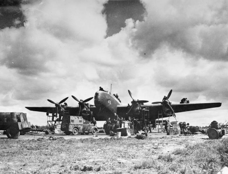 Halifaxbombare. De kunde starta i England och bomba i Norge. Rester av flera nedskjutna Halifaxplan har hittats i Norge efter kriget