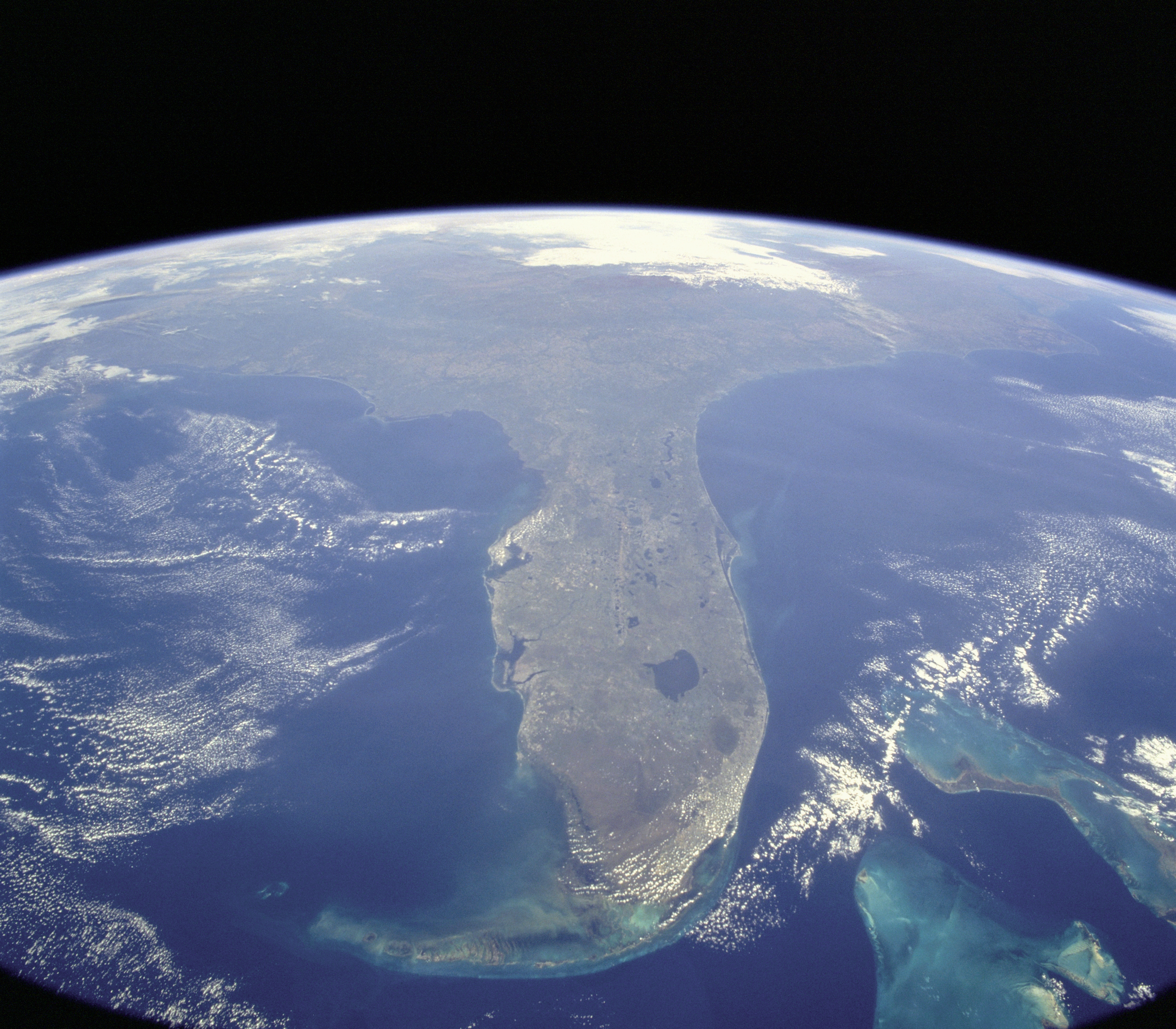 https://upload.wikimedia.org/wikipedia/commons/2/2e/STS-95_Florida_From_Space.jpg