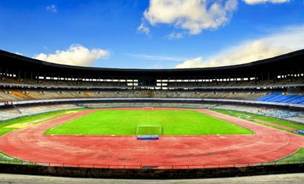 http://upload.wikimedia.org/wikipedia/commons/2/2e/Saltlake_stadium_kolkata.jpg?uselang=fr