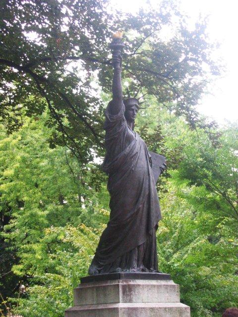 Nieuws vrijheidsbeeld was bedoeld als moslimvrouw - Statue of liberty jardin du luxembourg ...