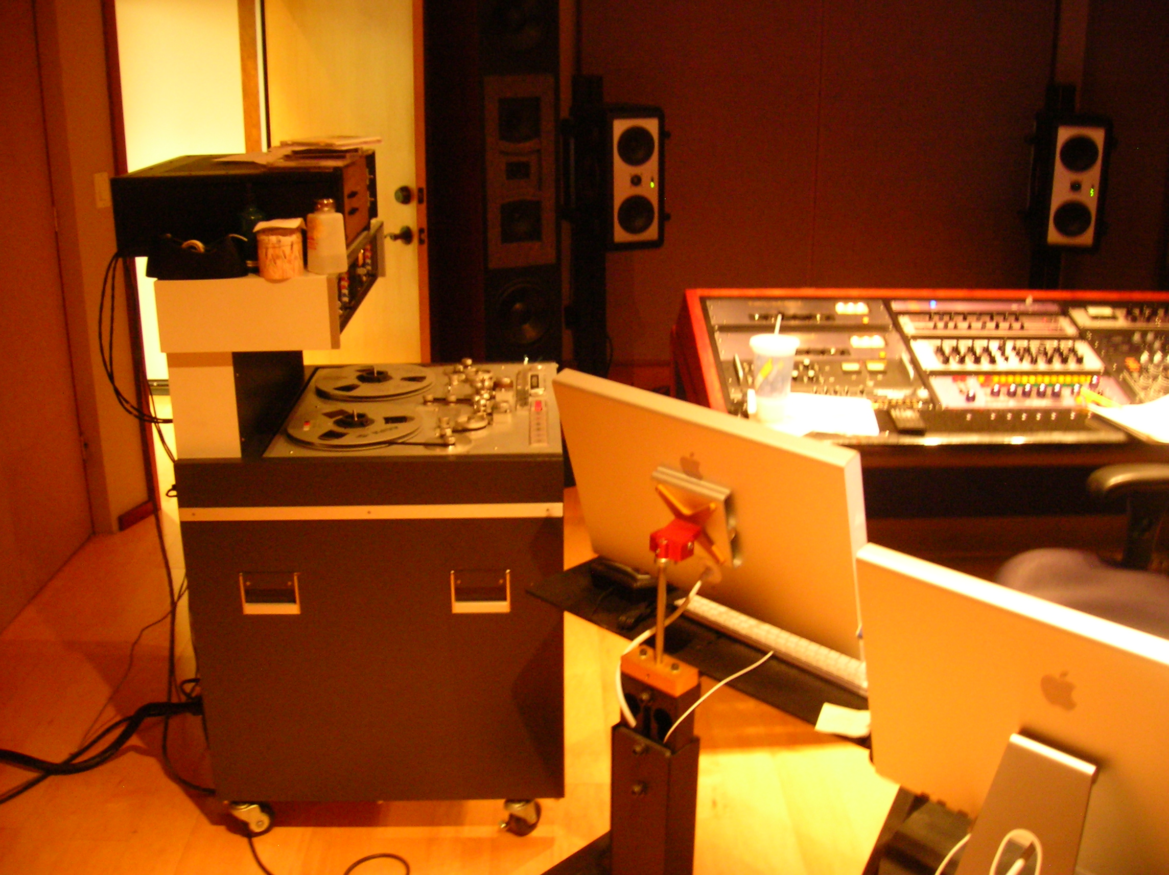 Studer_A-80_(Modified_with_Aria_Electron