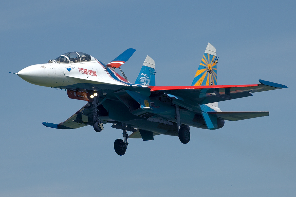 su27 fighter aircraft wallpapers smashingwallpapers