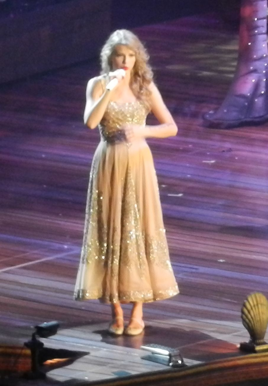 File Taylor Swift Enchanted Speak Now World Tour 2011 In Vancouver Canada Jpg Wikimedia Commons