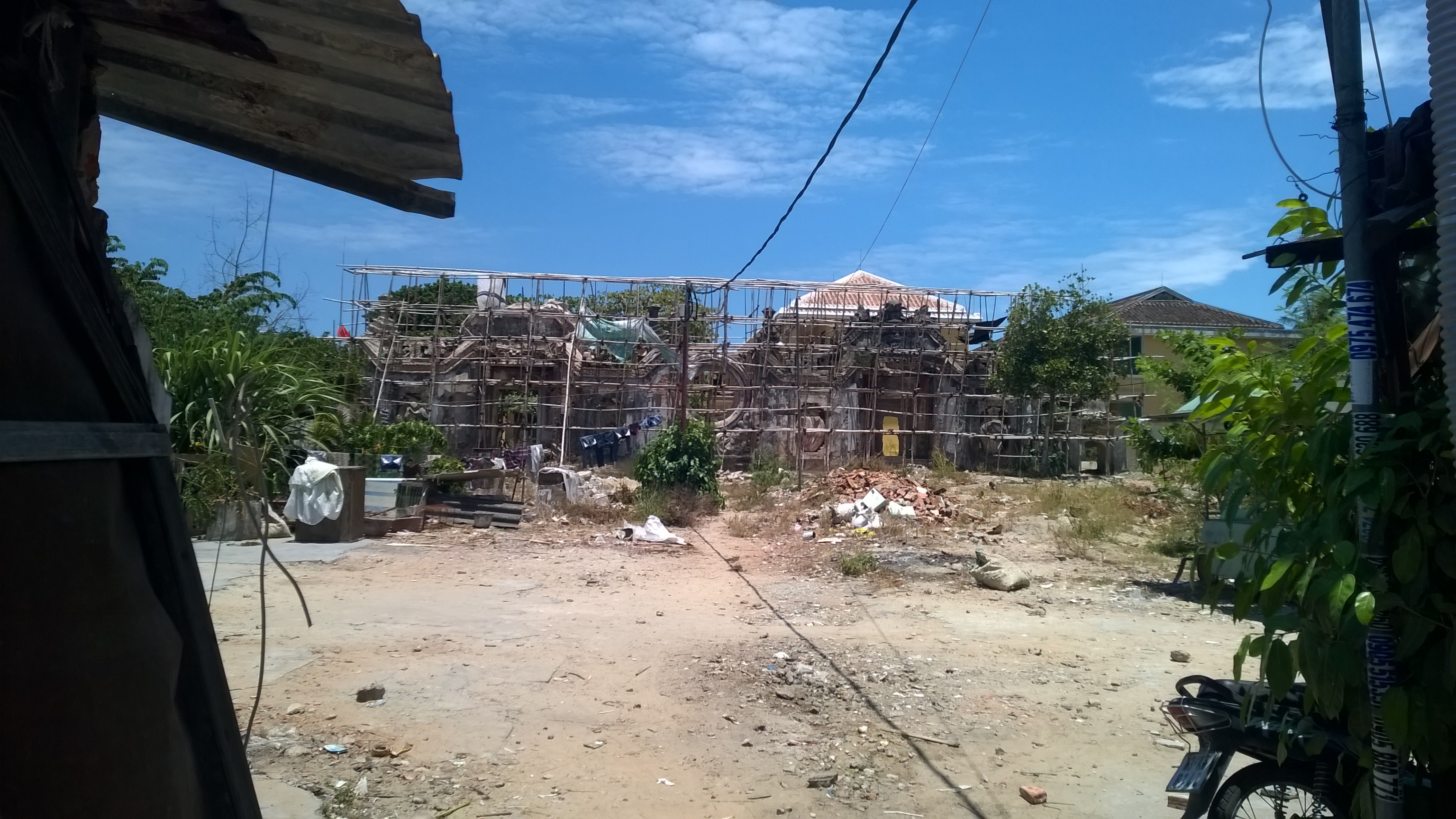 Temple being renovated in Hoi An in 2015.jpg English: A Temple being renovated in Hoi An in 2015. Date 25 August 2015, 12:14:52 Source Own