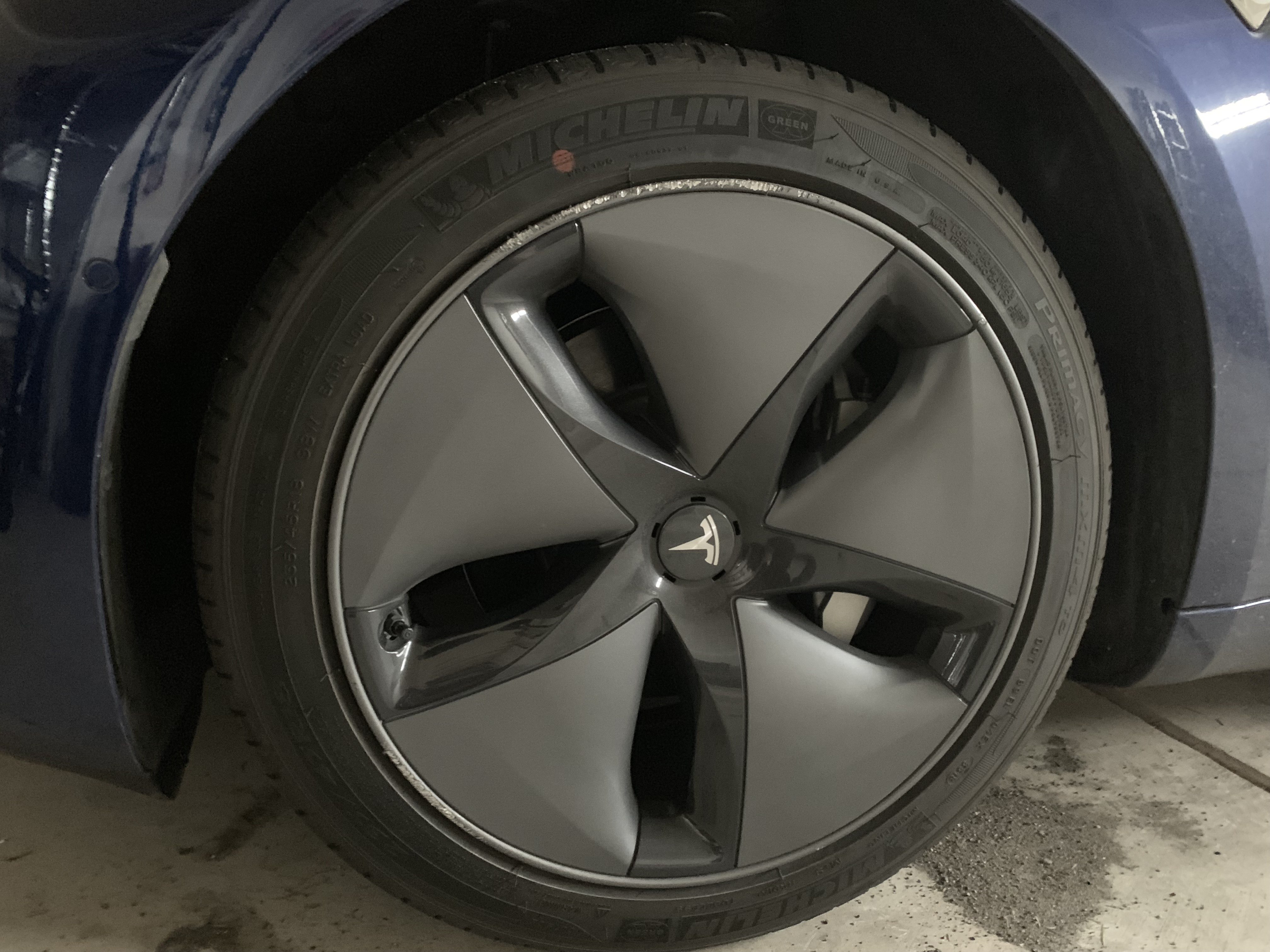 Tesla_Model_3_aero_wheels.jpg