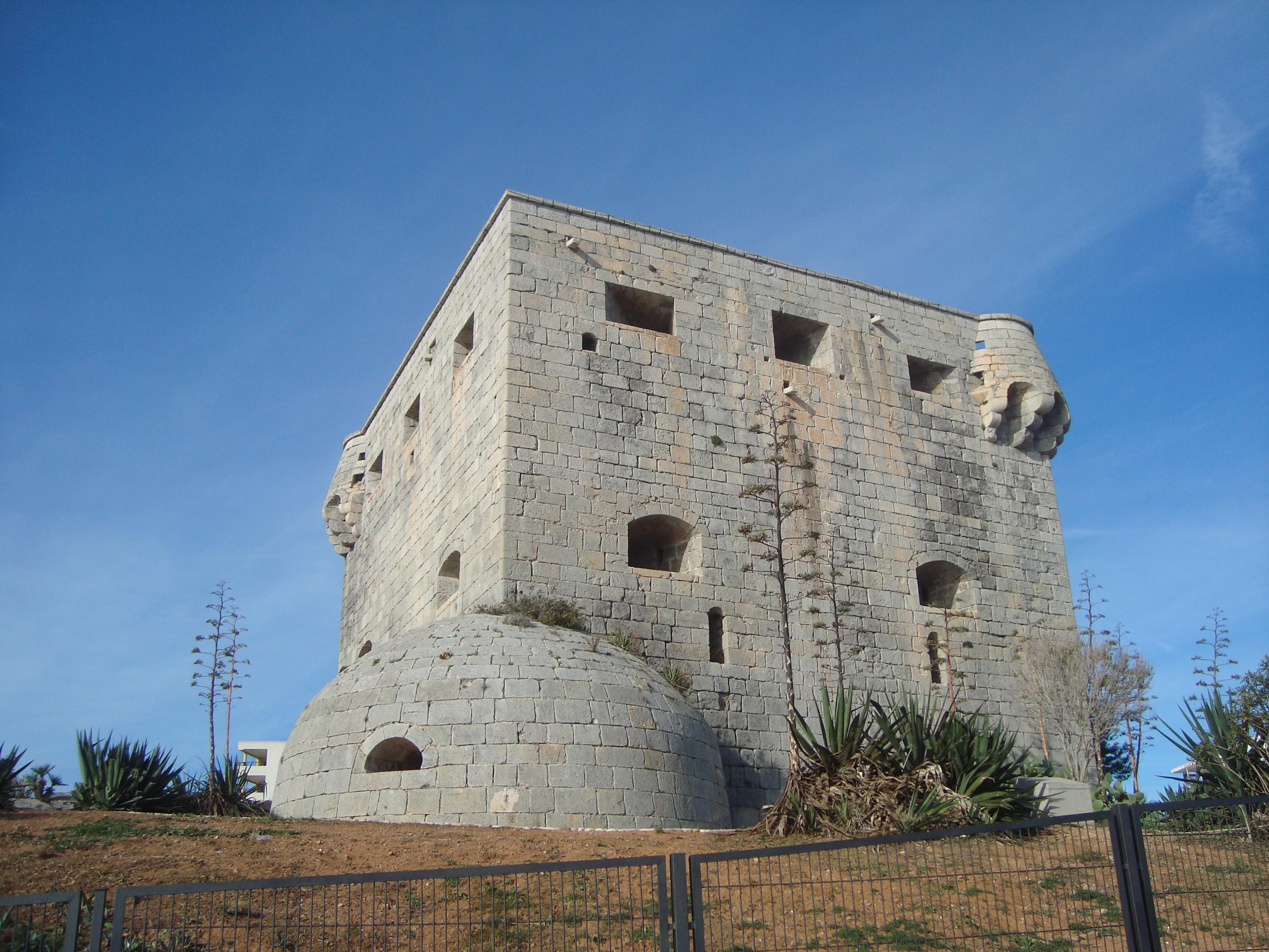 File torre del rey orpesa de mar jpg wikimedia commons for Cerrajero torre del mar
