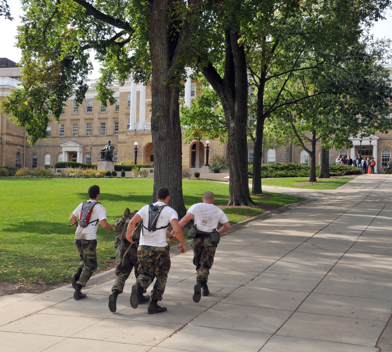 File:US Navy 091010-N-8848T-018 University of Wisconsin Navy ROTC ...