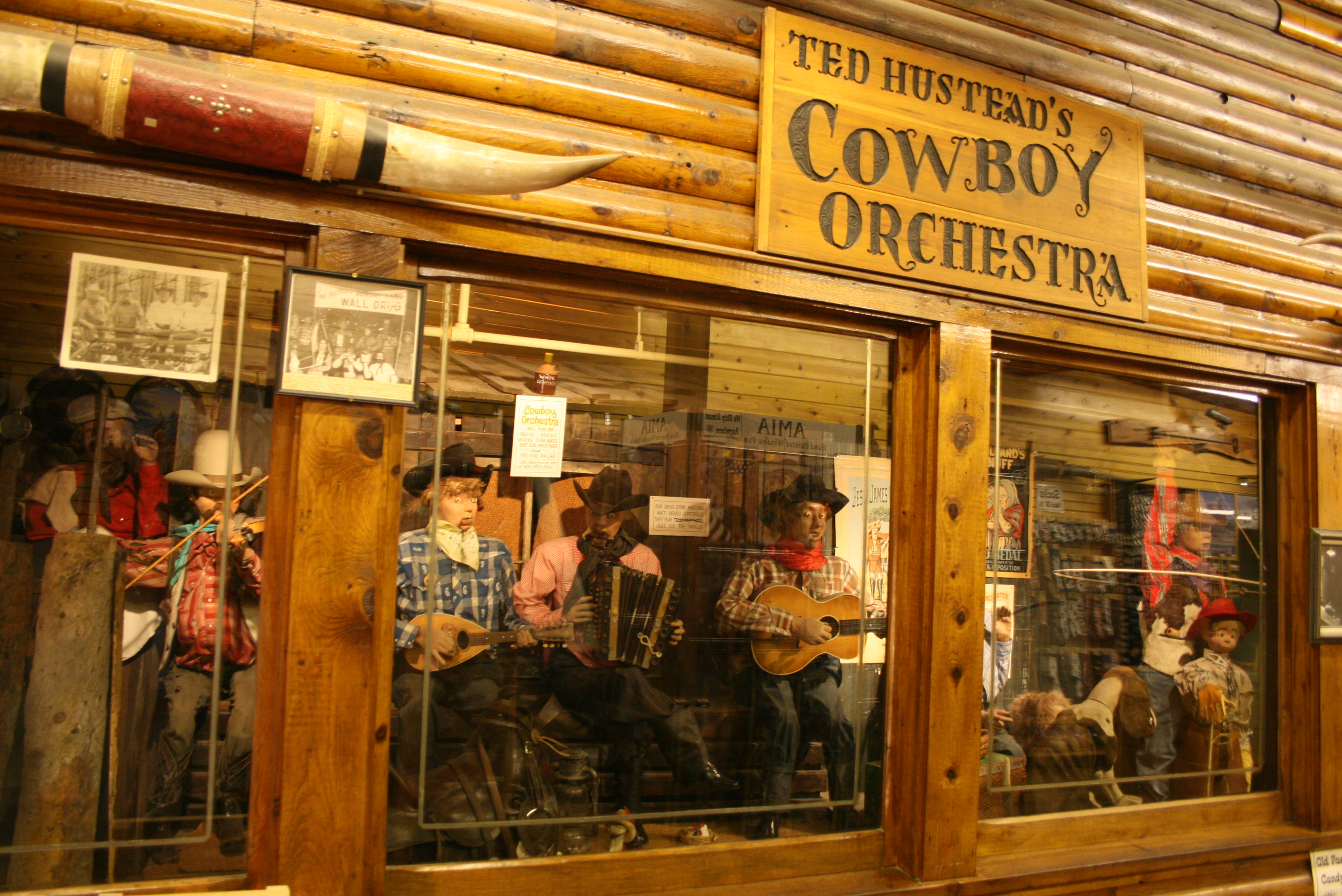 File:Wall Drug Cowboy Orchestra.jpg - Wikimedia Commons