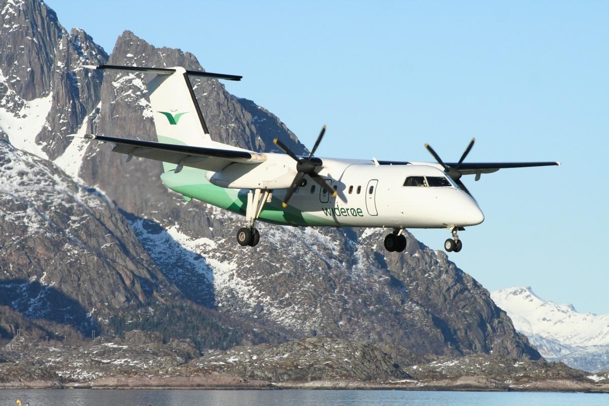 File:Wideroe De Havilland Canada DHC-8-103 Dash 8 Olsen-1.jpg