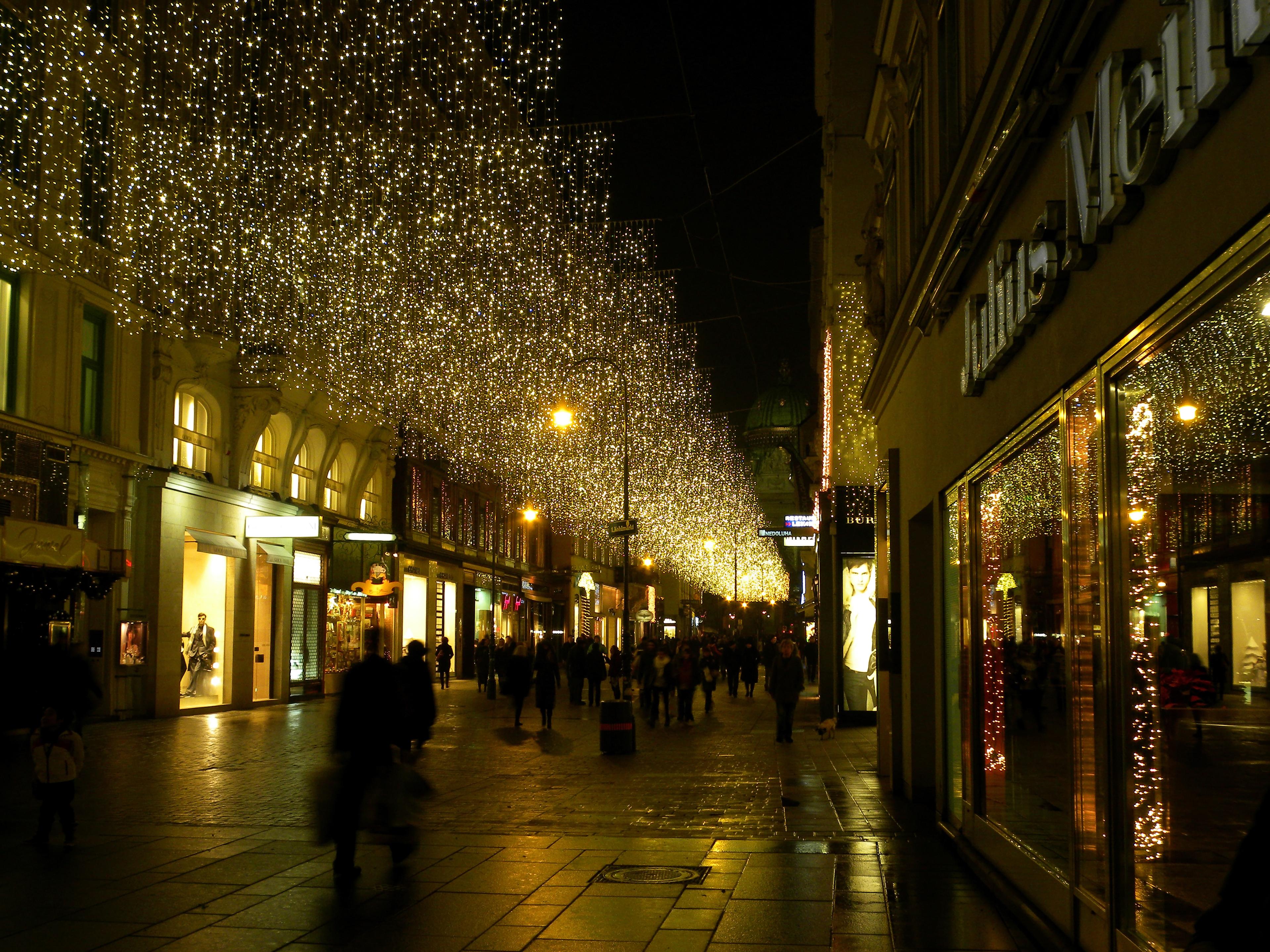 File:Wien-Innere Stadt - Kohlmarkt 1-5.jpg - Wikimedia Commons