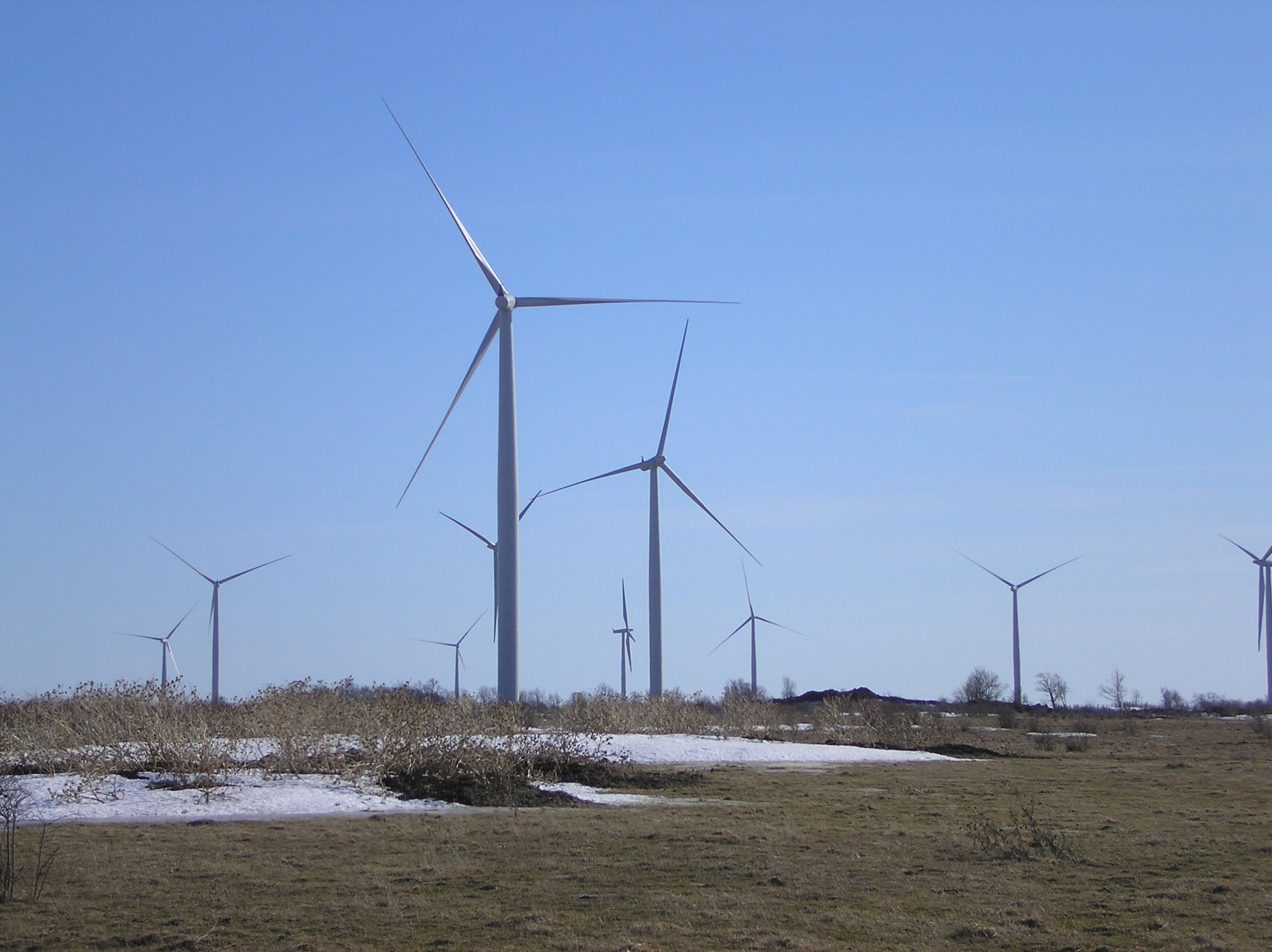 File:Wolfe island wind farm ls 09.JPG - Wikimedia Commons